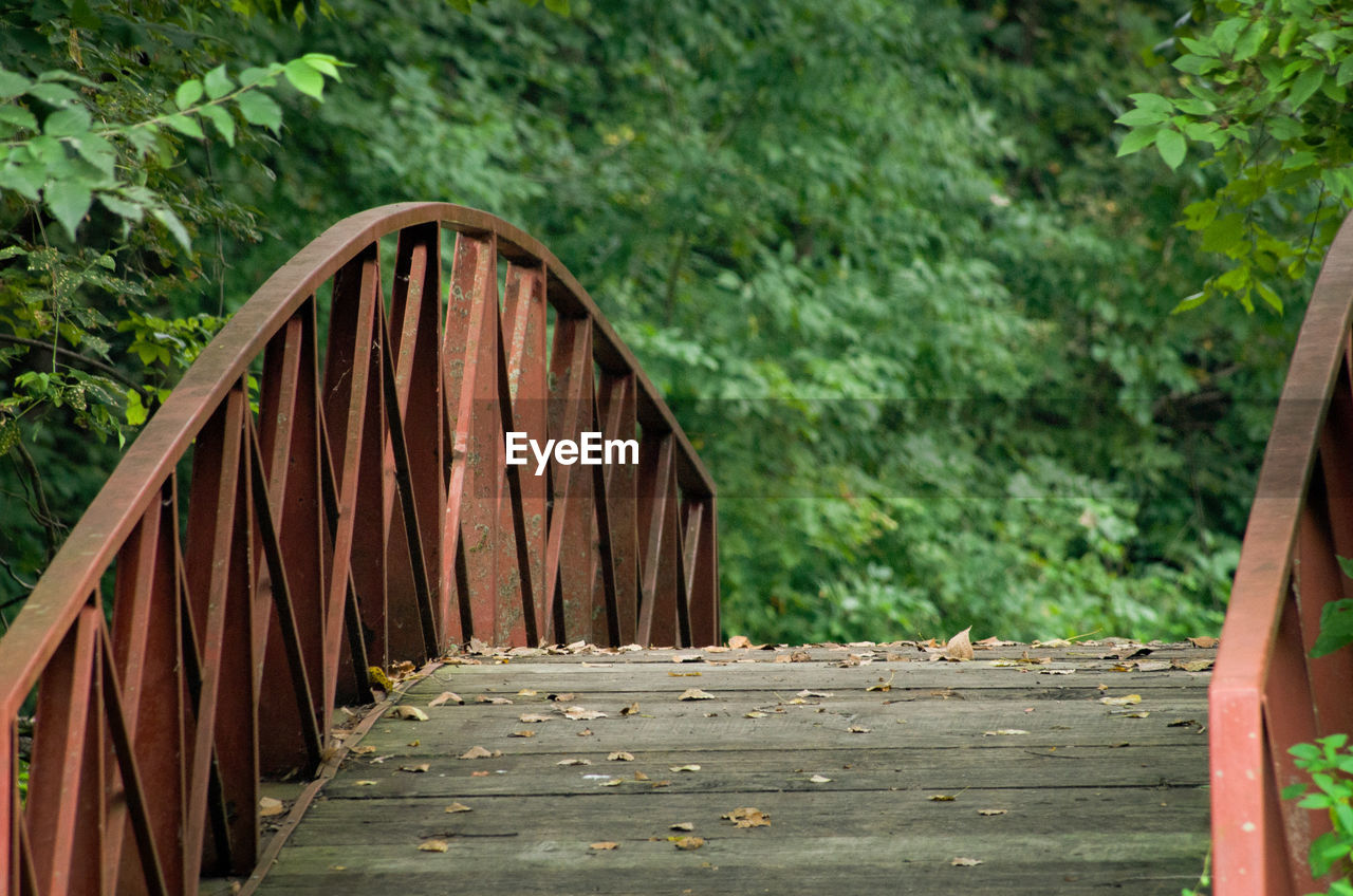 wood - material, day, forest, tree, no people, nature, plant, connection, architecture, rusty, bridge, old, wood, built structure, outdoors, railing, direction, metal, tranquility, focus on foreground