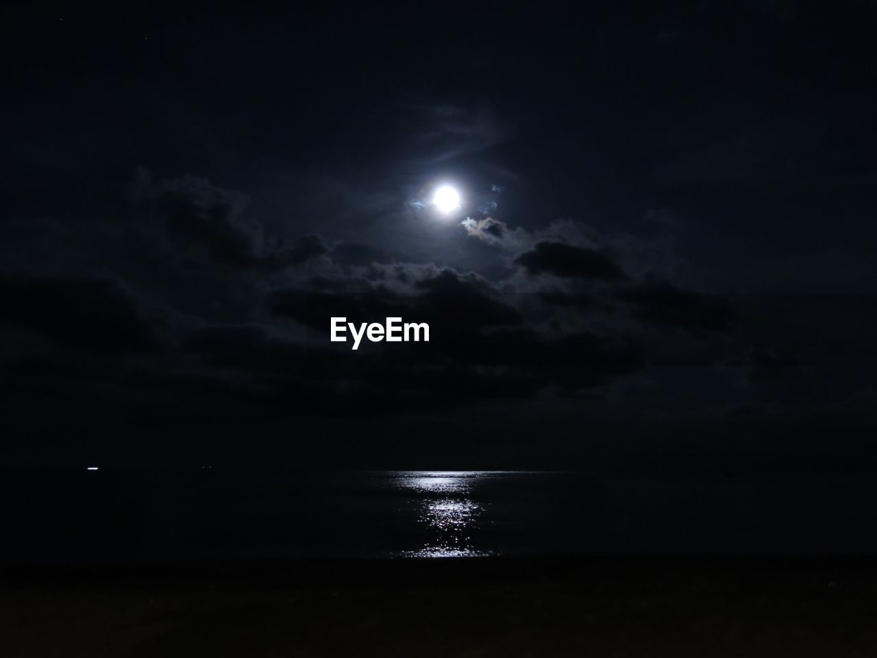 sky, night, moon, water, sea, moonlight, scenics - nature, beauty in nature, cloud - sky, full moon, tranquil scene, nature, tranquility, no people, astronomy, space, horizon over water, beach, horizon, dark, outdoors, planetary moon