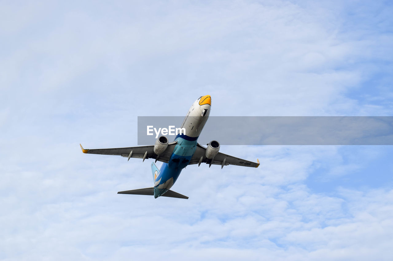 airplane, sky, flying, low angle view, cloud - sky, air vehicle, transportation, mode of transport, day, no people, outdoors