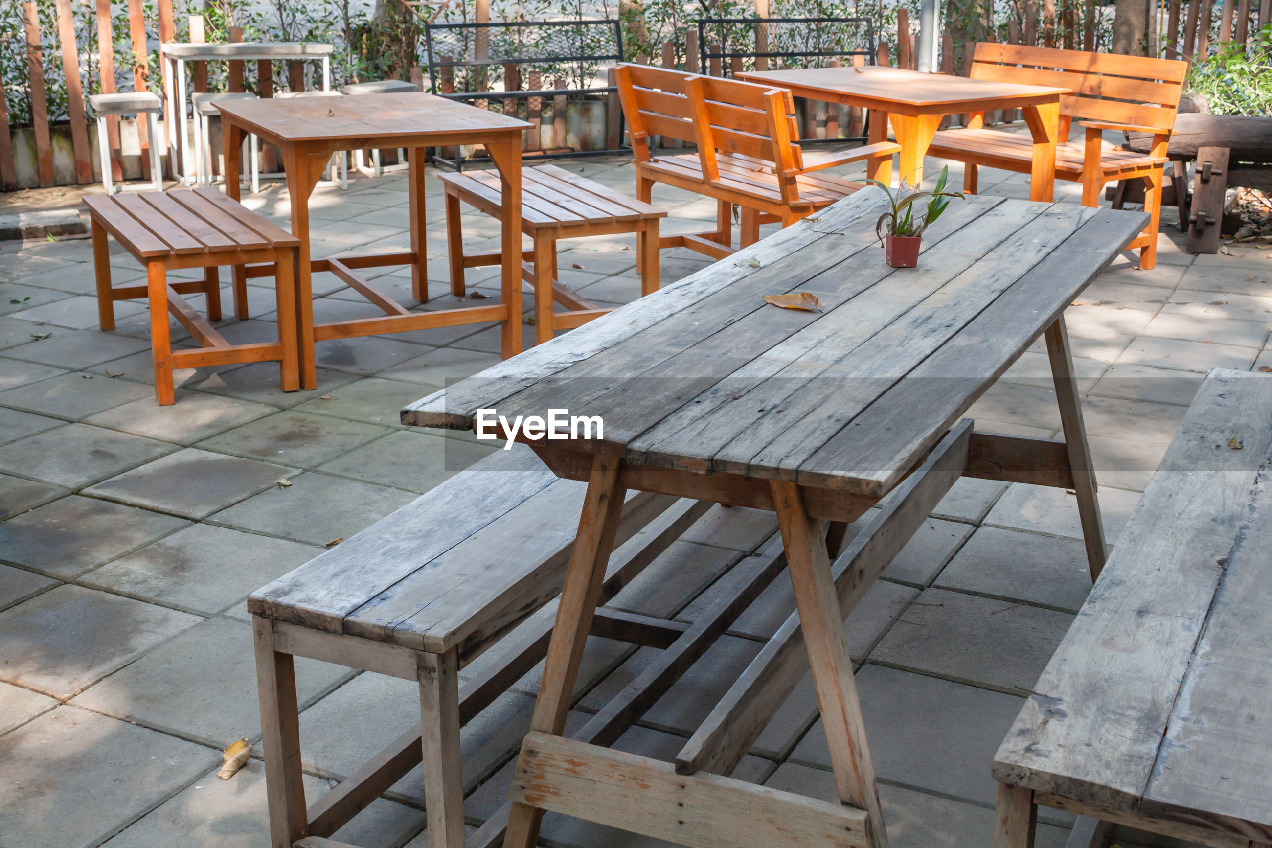 EMPTY CHAIRS AND TABLES IN CAFE