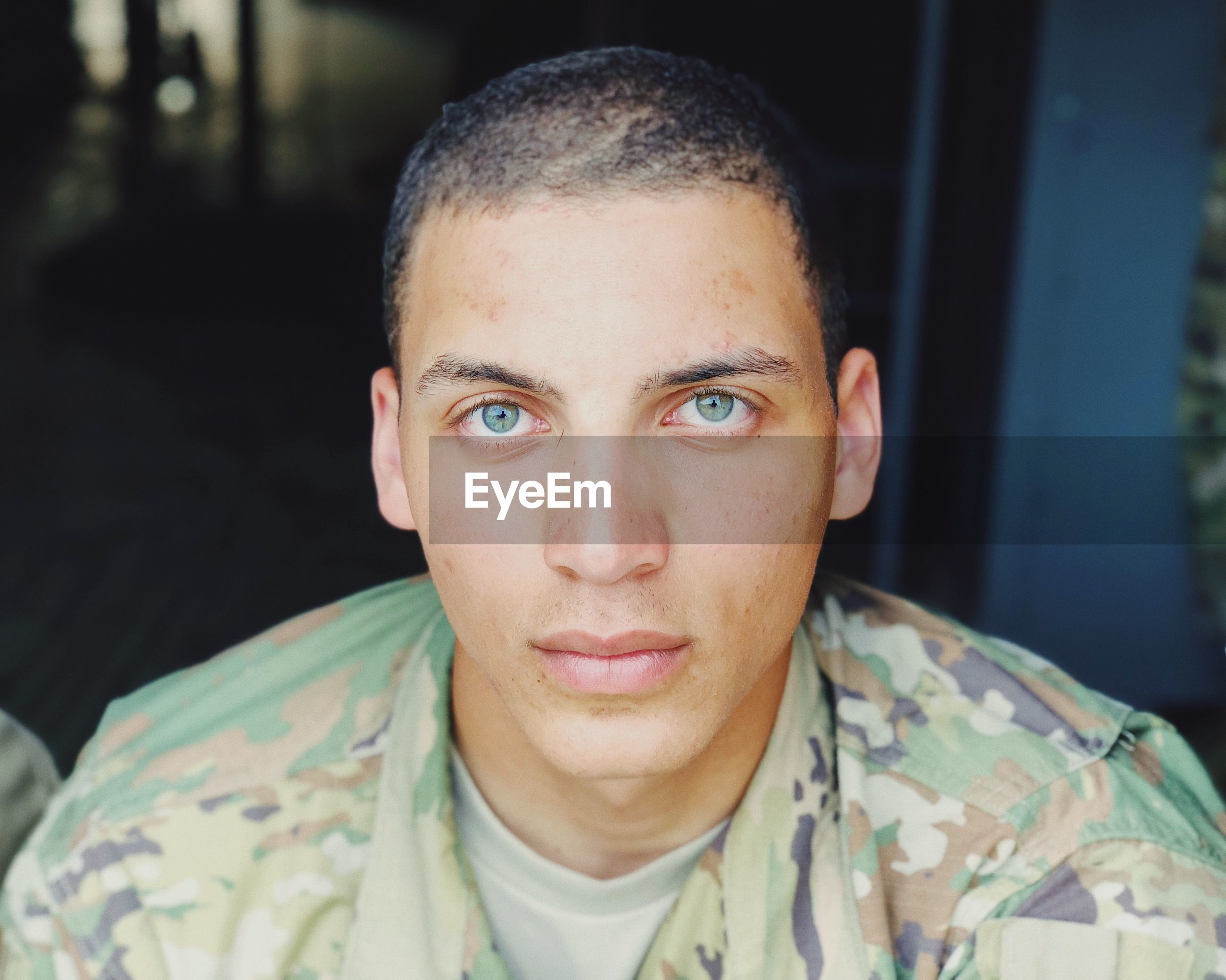 portrait, headshot, looking at camera, front view, one person, real people, young adult, focus on foreground, lifestyles, young men, leisure activity, close-up, casual clothing, indoors, confidence, serious, men, mid adult, human face, eyebrow