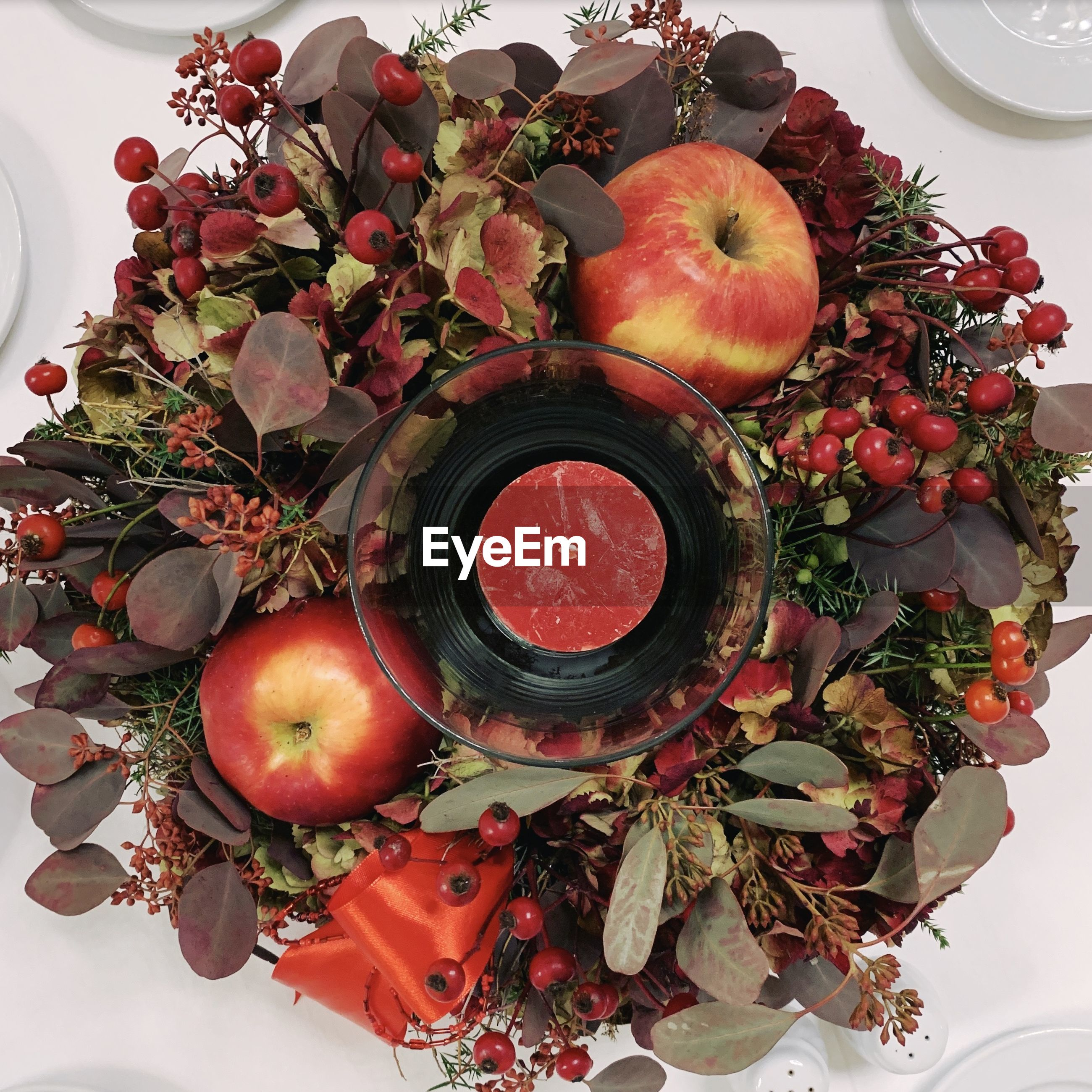 HIGH ANGLE VIEW OF APPLES AND RED CHILI ON TABLE