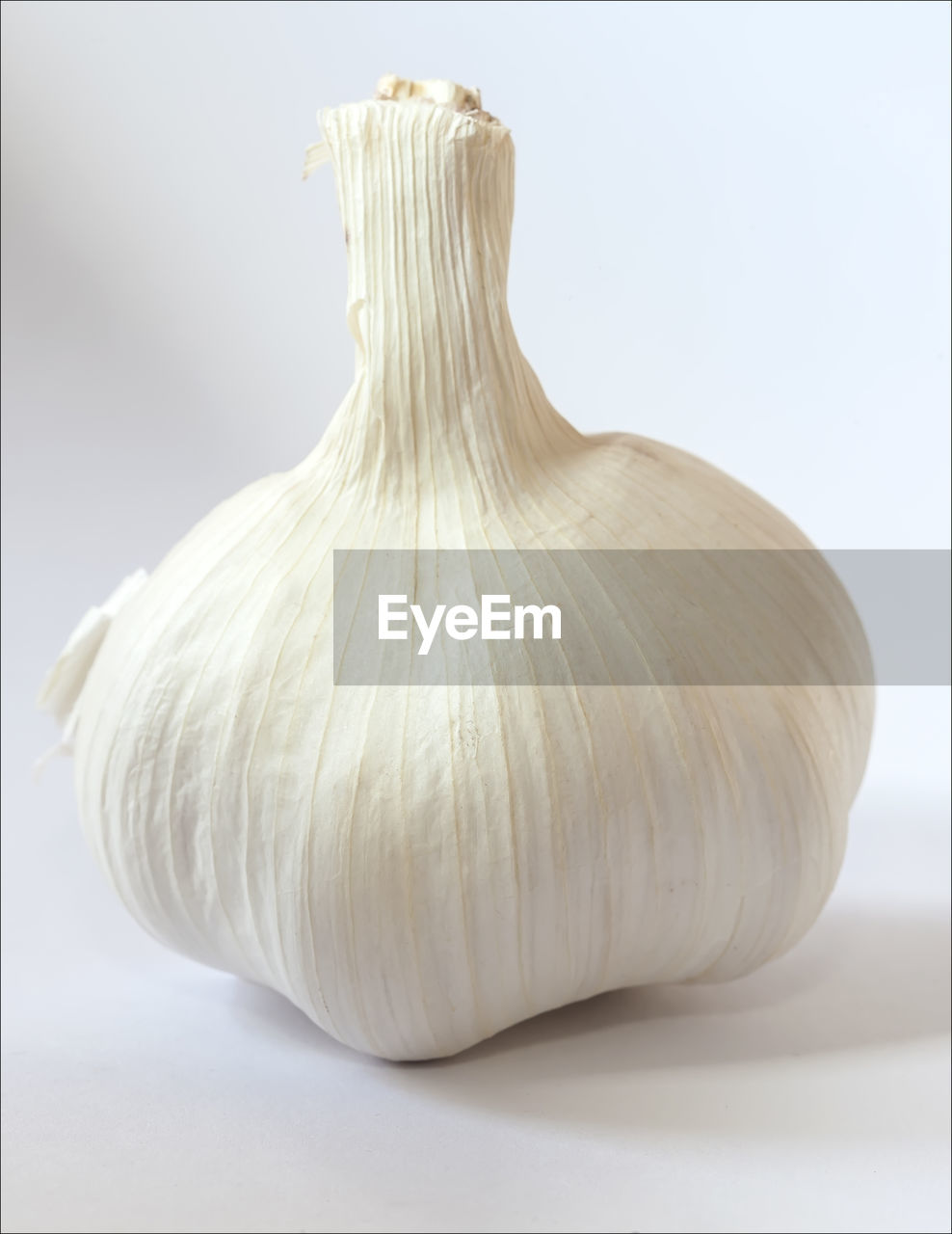 food and drink, food, garlic, close-up, vegetable, freshness, still life, indoors, studio shot, no people, ingredient, spice, garlic bulb, healthy eating, single object, white color, white background, wellbeing, focus on foreground, raw food, garlic clove