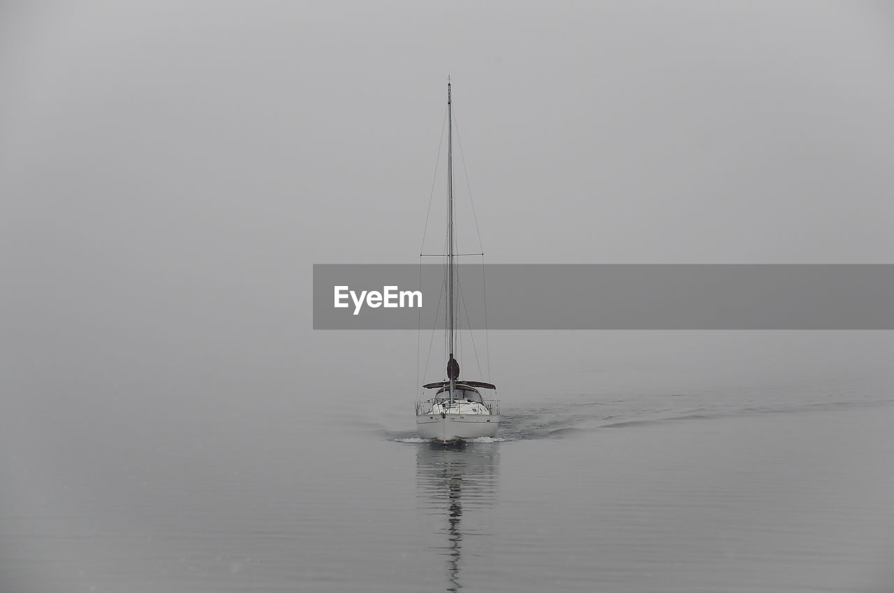 water, nautical vessel, sea, waterfront, mode of transportation, transportation, reflection, sky, sailboat, beauty in nature, nature, tranquility, scenics - nature, tranquil scene, copy space, no people, sailing, day