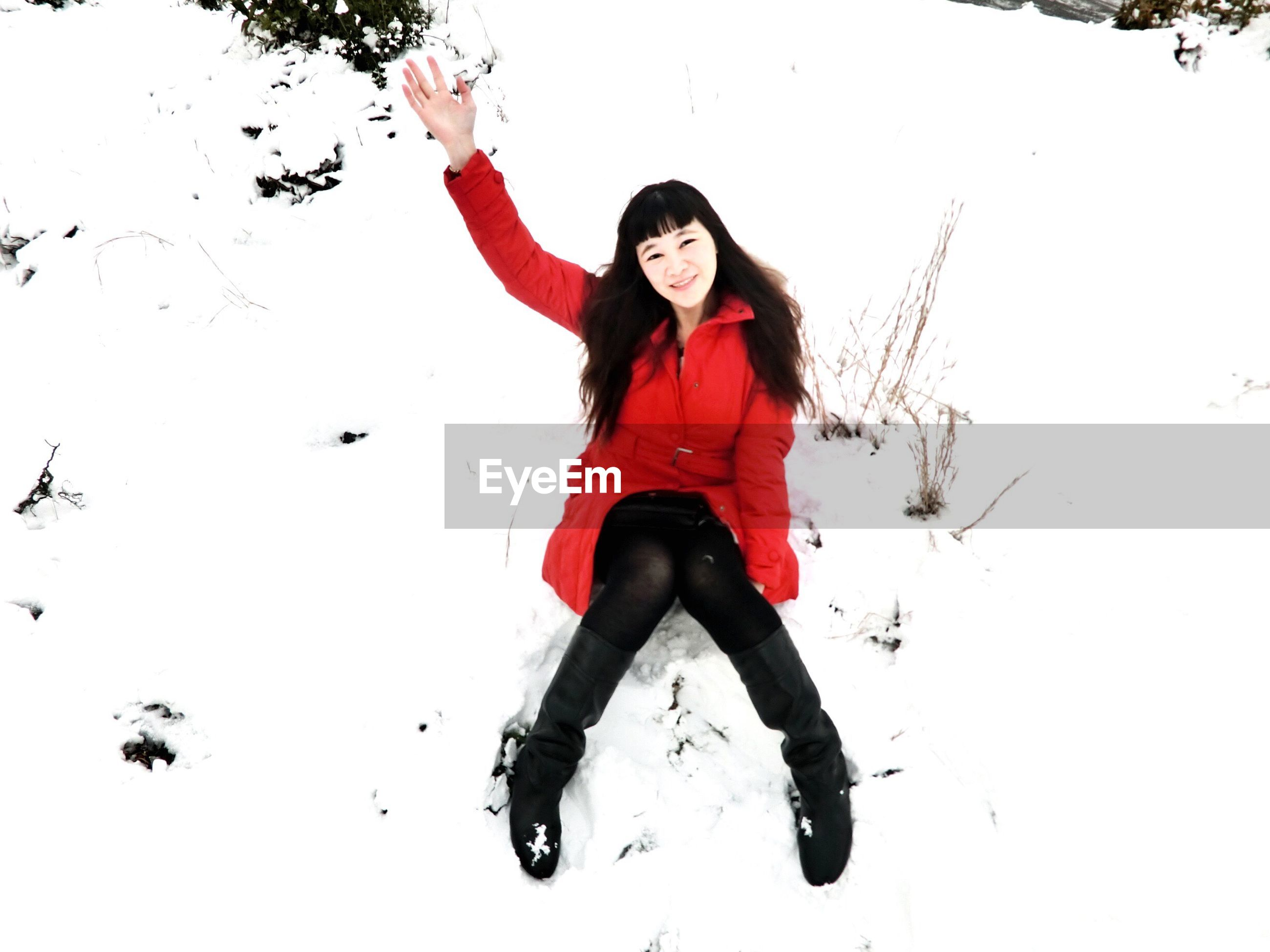 person, young adult, lifestyles, looking at camera, leisure activity, portrait, full length, casual clothing, front view, smiling, happiness, young women, fun, mid-air, standing, enjoyment, jumping