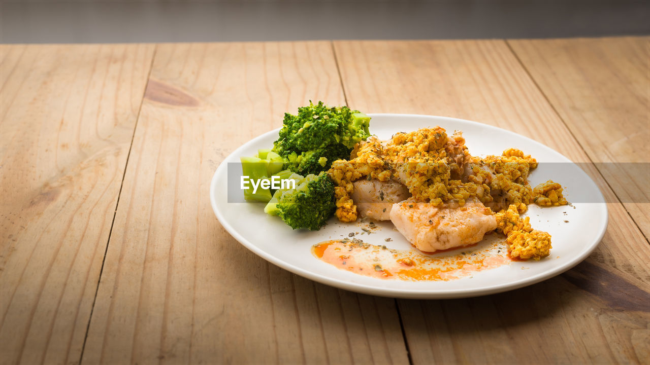 table, food and drink, food, freshness, ready-to-eat, still life, healthy eating, vegetable, wellbeing, indoors, serving size, high angle view, plate, broccoli, no people, wood - material, bowl, close-up, meal, green, garnish, temptation, crockery