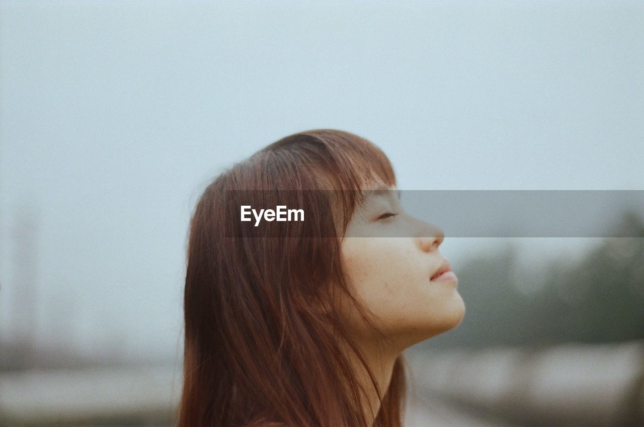 CLOSE-UP SIDE VIEW OF A GIRL WITH EYES
