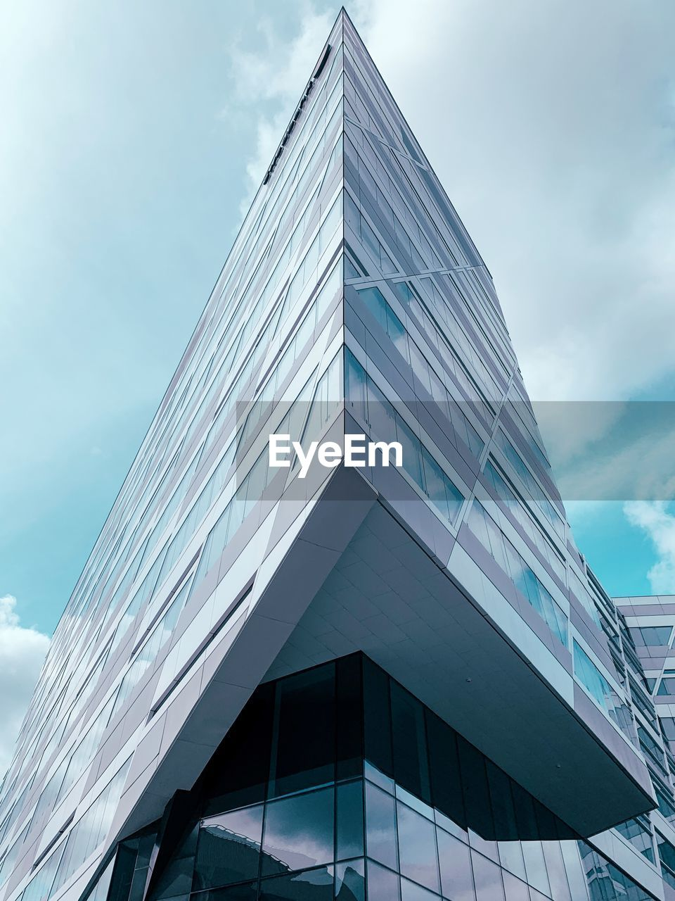 built structure, architecture, building exterior, sky, low angle view, cloud - sky, modern, office, building, glass - material, office building exterior, day, city, nature, no people, tall - high, outdoors, reflection, window, skyscraper