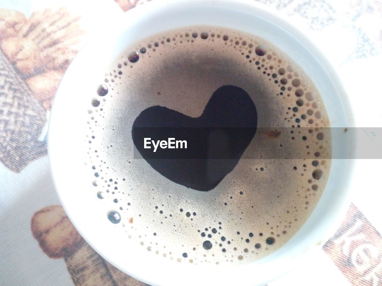coffee cup, drink, coffee - drink, food and drink, refreshment, frothy drink, heart shape, froth, freshness, close-up, table, indoors, high angle view, directly above, no people, plate, froth art, cappuccino, day, food