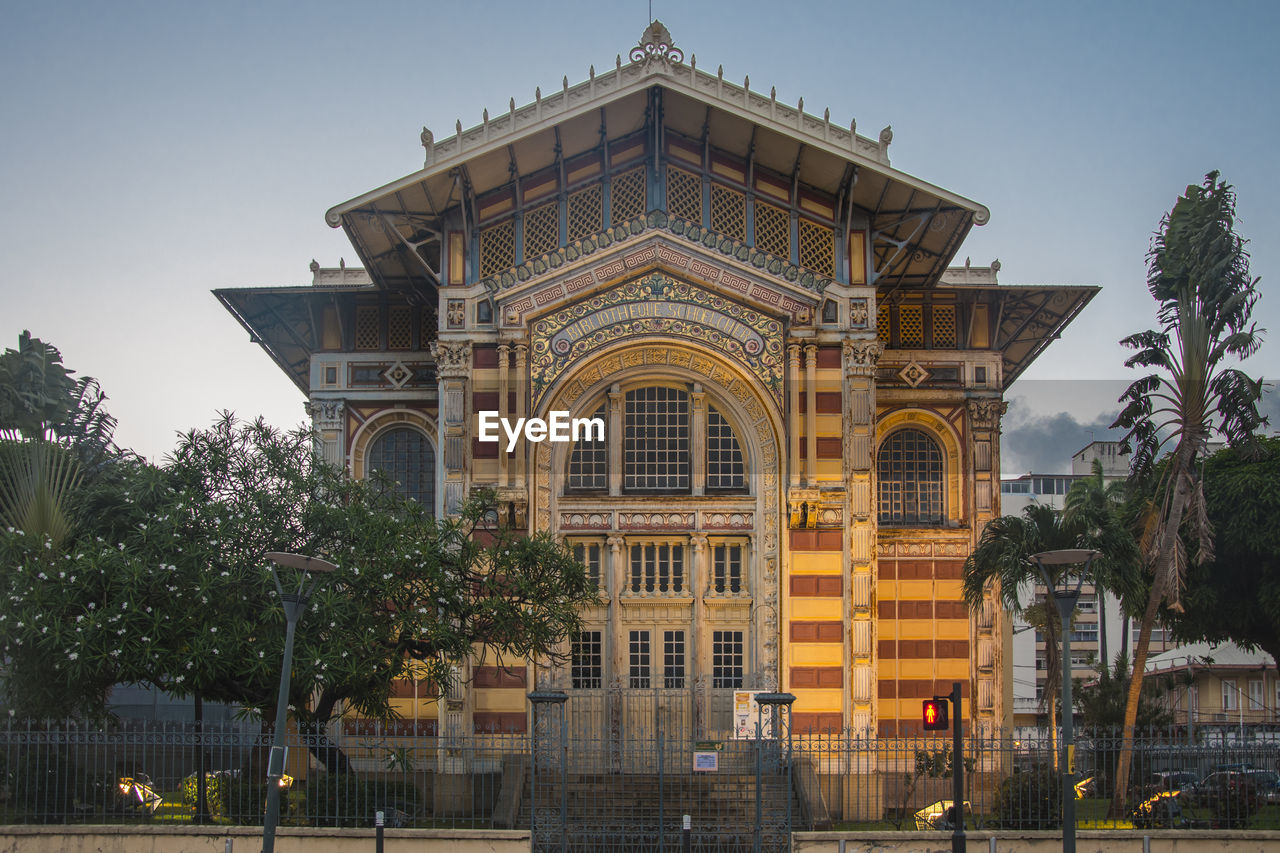architecture, built structure, building exterior, sky, tree, plant, building, nature, no people, arch, travel destinations, history, low angle view, religion, the past, outdoors, day, spirituality, belief, facade, luxury