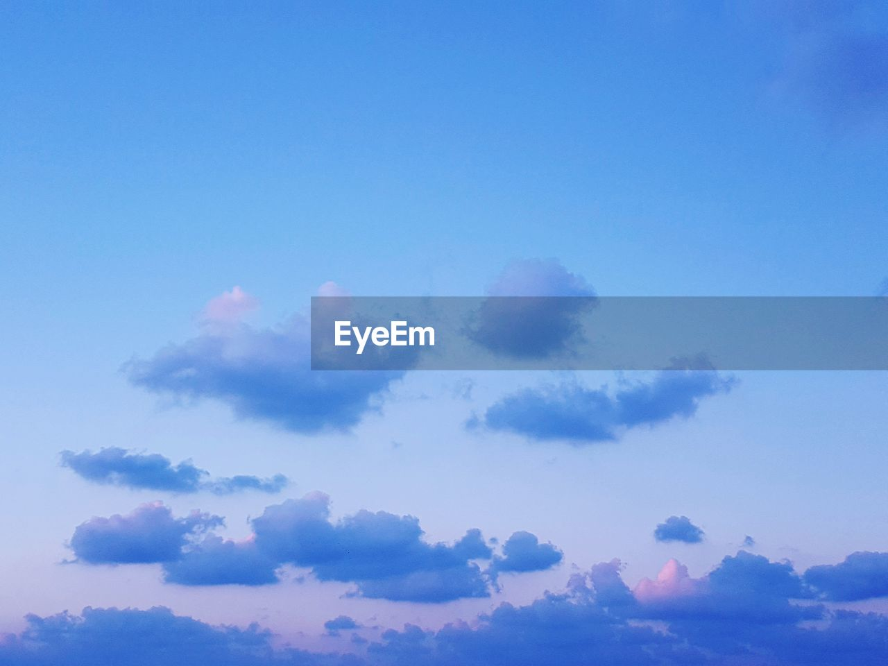 sky, cloud - sky, beauty in nature, low angle view, blue, tranquility, tranquil scene, scenics - nature, nature, no people, day, outdoors, idyllic, copy space, backgrounds, sunlight, full frame, sunset, cloudscape, heaven, meteorology