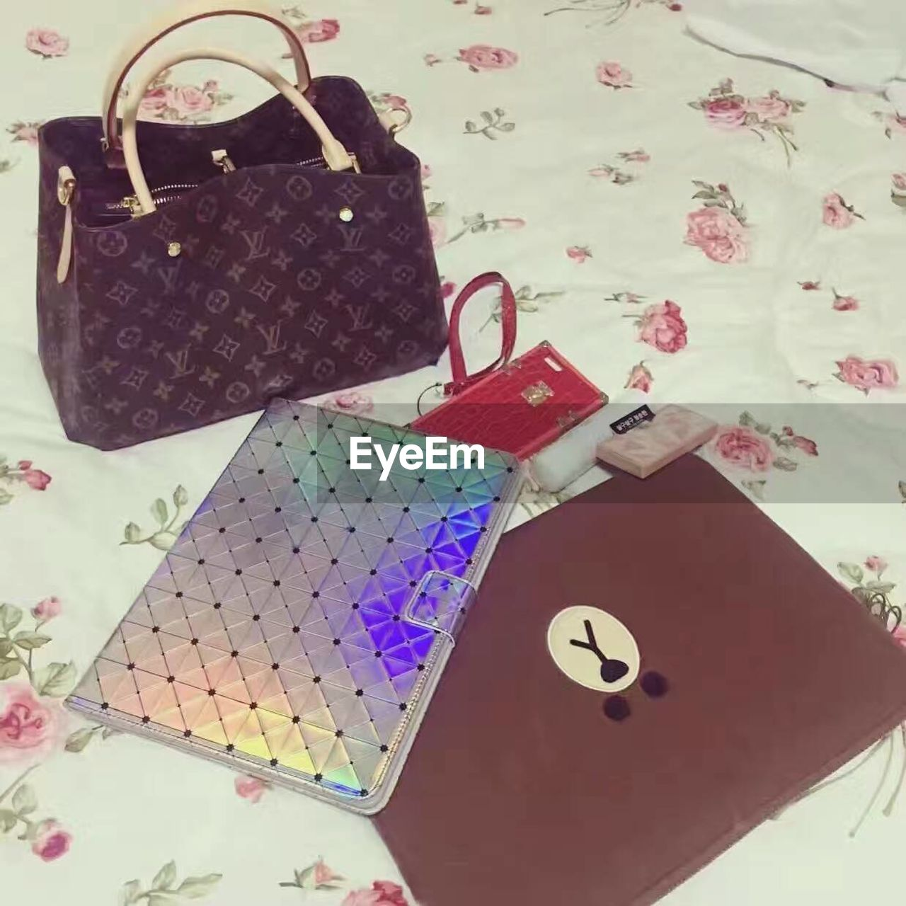 high angle view, purse, variation, fashion, no people, large group of objects, choice, button, close-up, wallet, indoors, day