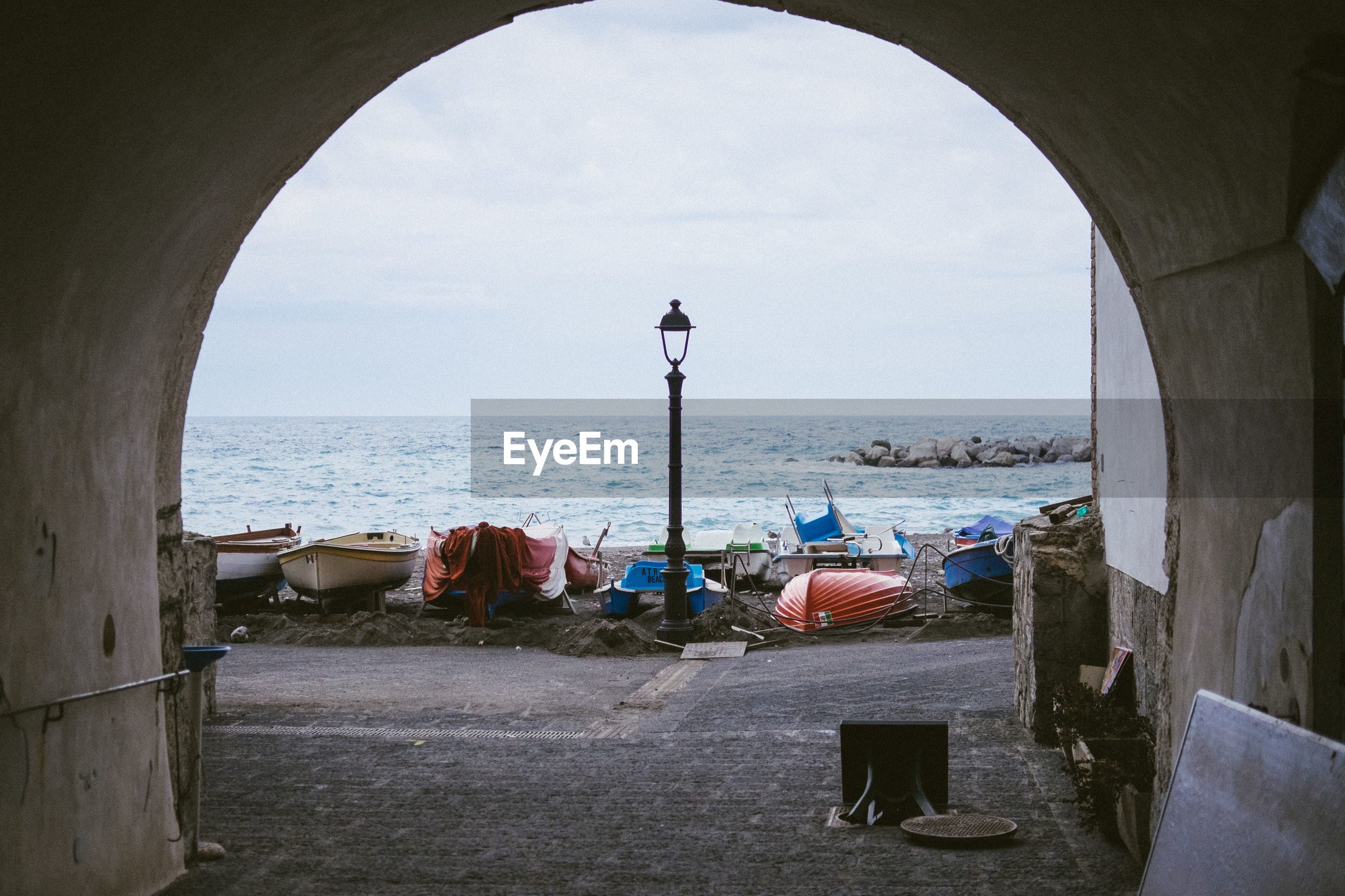 SCENIC VIEW OF SEA AGAINST SKY SEEN THROUGH ARCHWAY