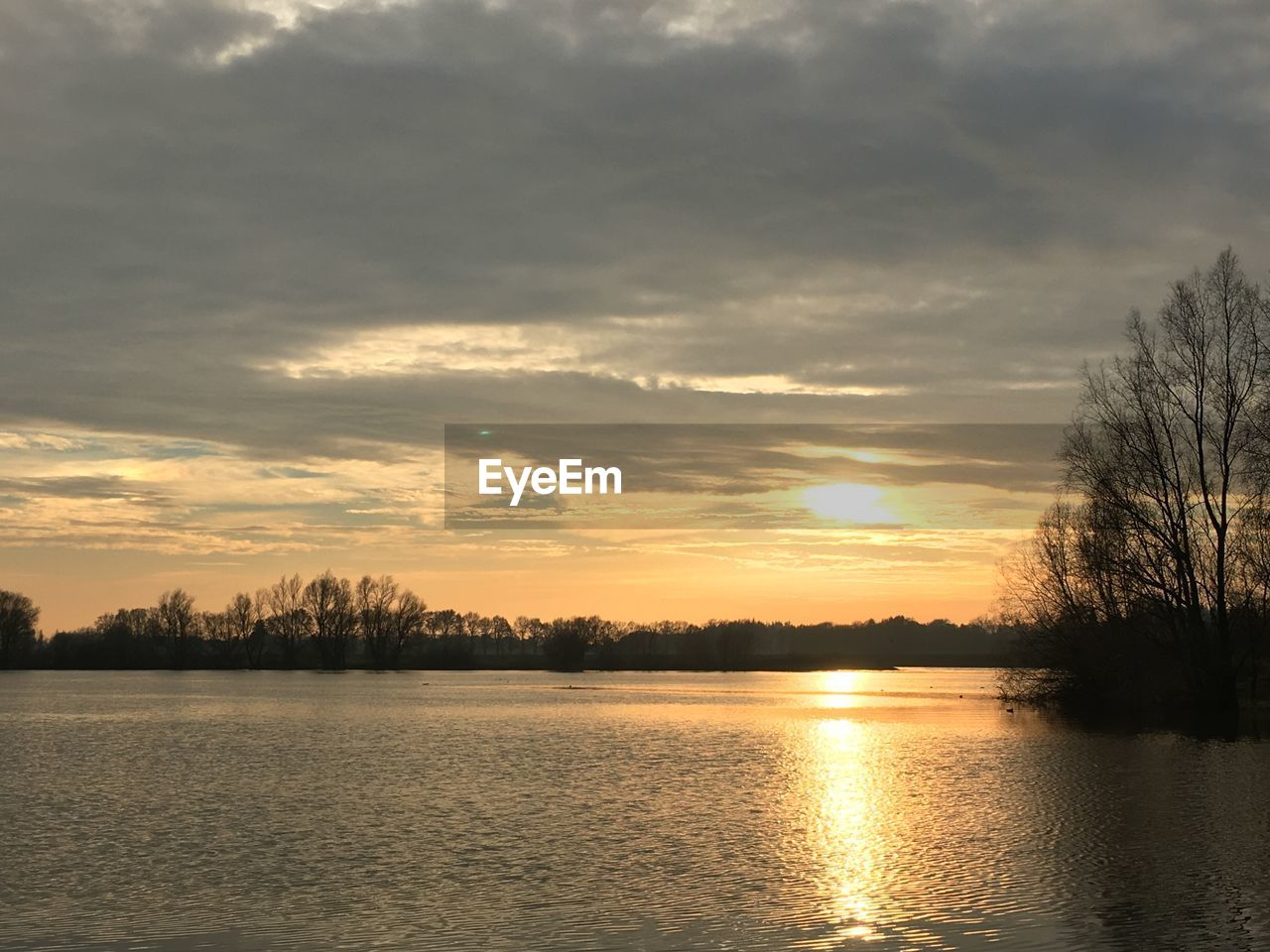 sunset, tranquility, tranquil scene, scenics, beauty in nature, nature, tree, sky, cloud - sky, silhouette, no people, water, lake, reflection, idyllic, outdoors, waterfront, bare tree, day
