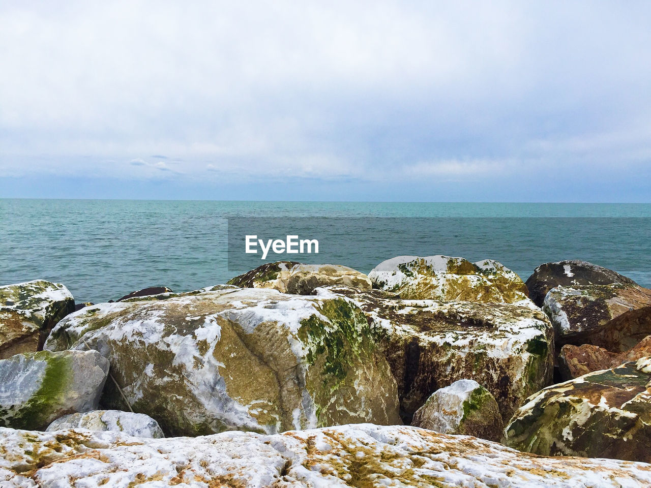 sea, horizon over water, rock - object, water, scenics, nature, tranquil scene, tranquility, beauty in nature, sky, idyllic, no people, outdoors, day, cloud - sky
