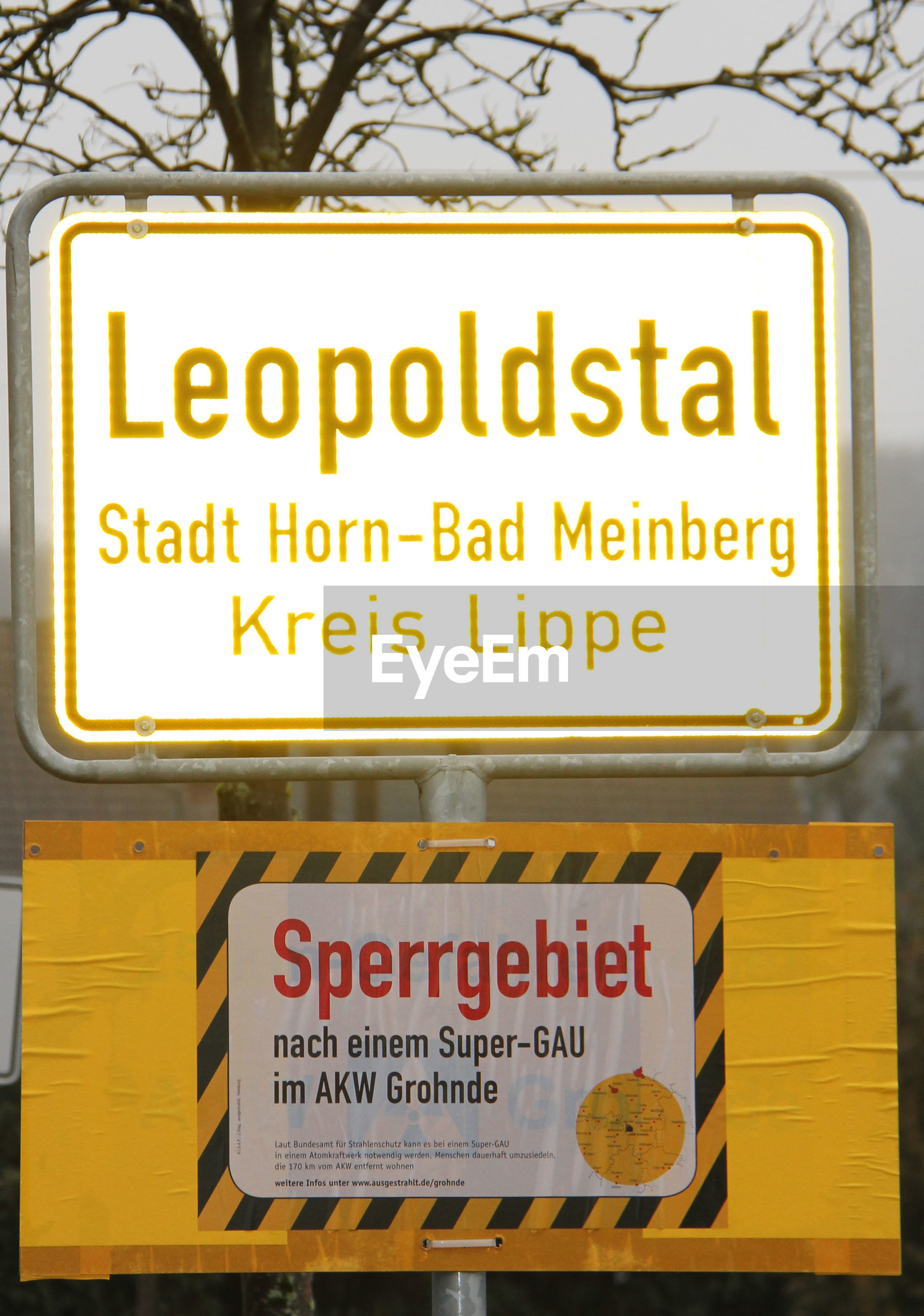 text, western script, communication, warning sign, guidance, no people, outdoors, yellow, day, close-up, road sign