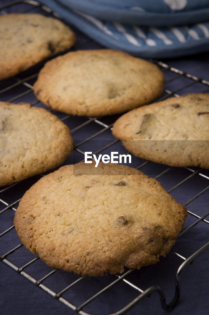 Close-up of cookies on cooling rack