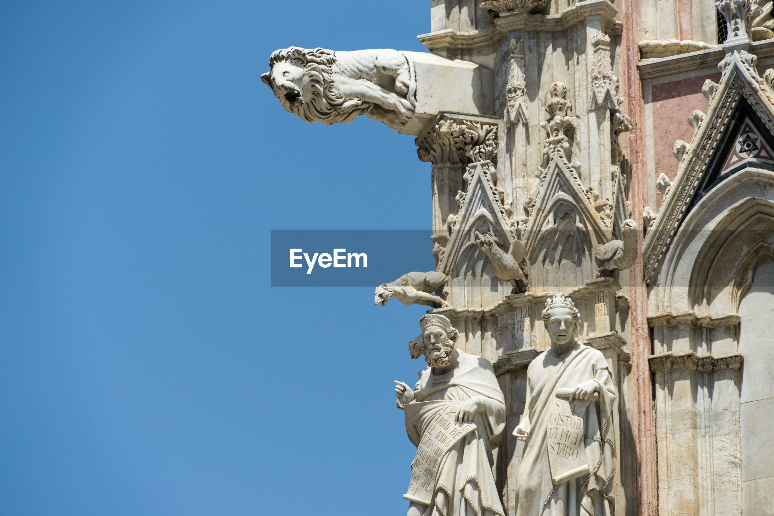 LOW ANGLE VIEW OF STATUES AGAINST CLEAR SKY