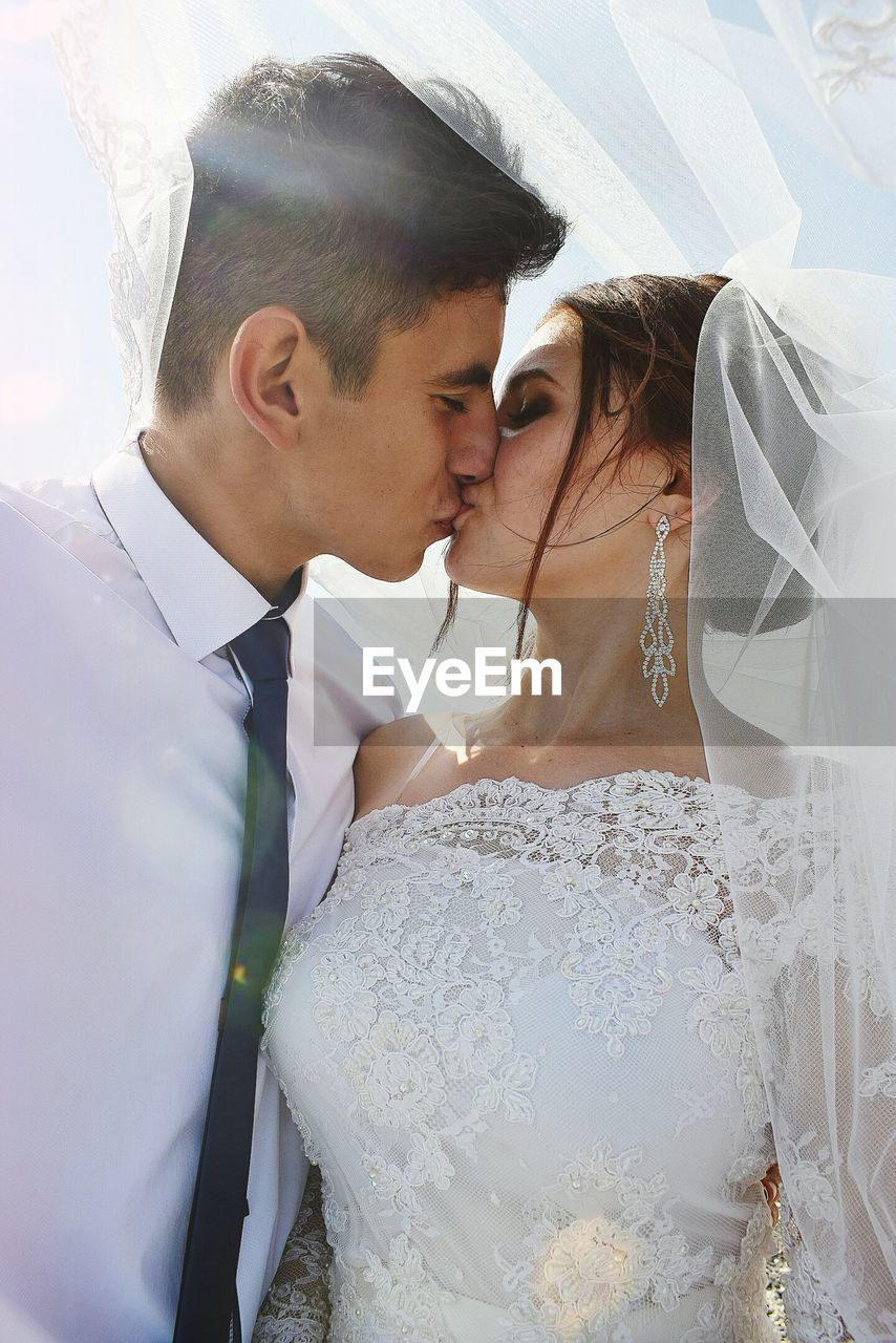 wedding, bride, newlywed, event, life events, wedding dress, married, celebration, wedding ceremony, ceremony, real people, young adult, bridegroom, couple - relationship, love, men, young men, adult, togetherness, heterosexual couple, young couple, positive emotion, wife, veil