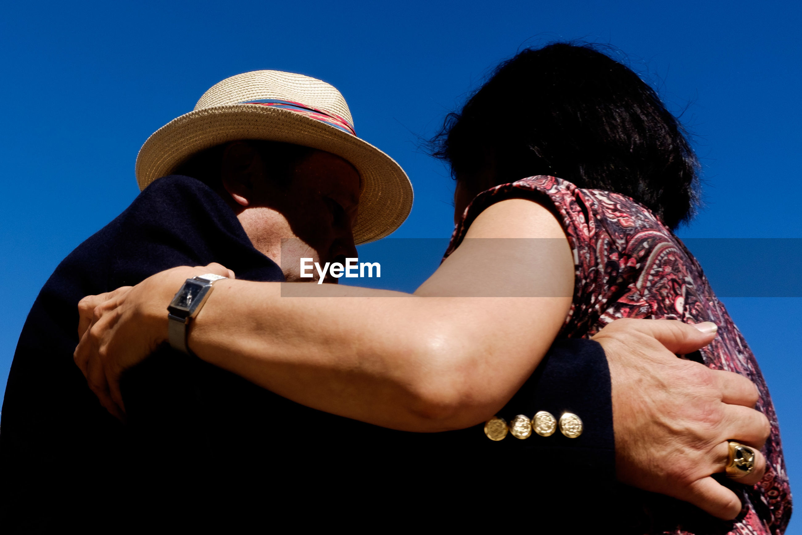 two people, real people, hat, clear sky, love, togetherness, young women, leisure activity, men, lifestyles, outdoors, women, bonding, day, young adult, friendship, sky, close-up