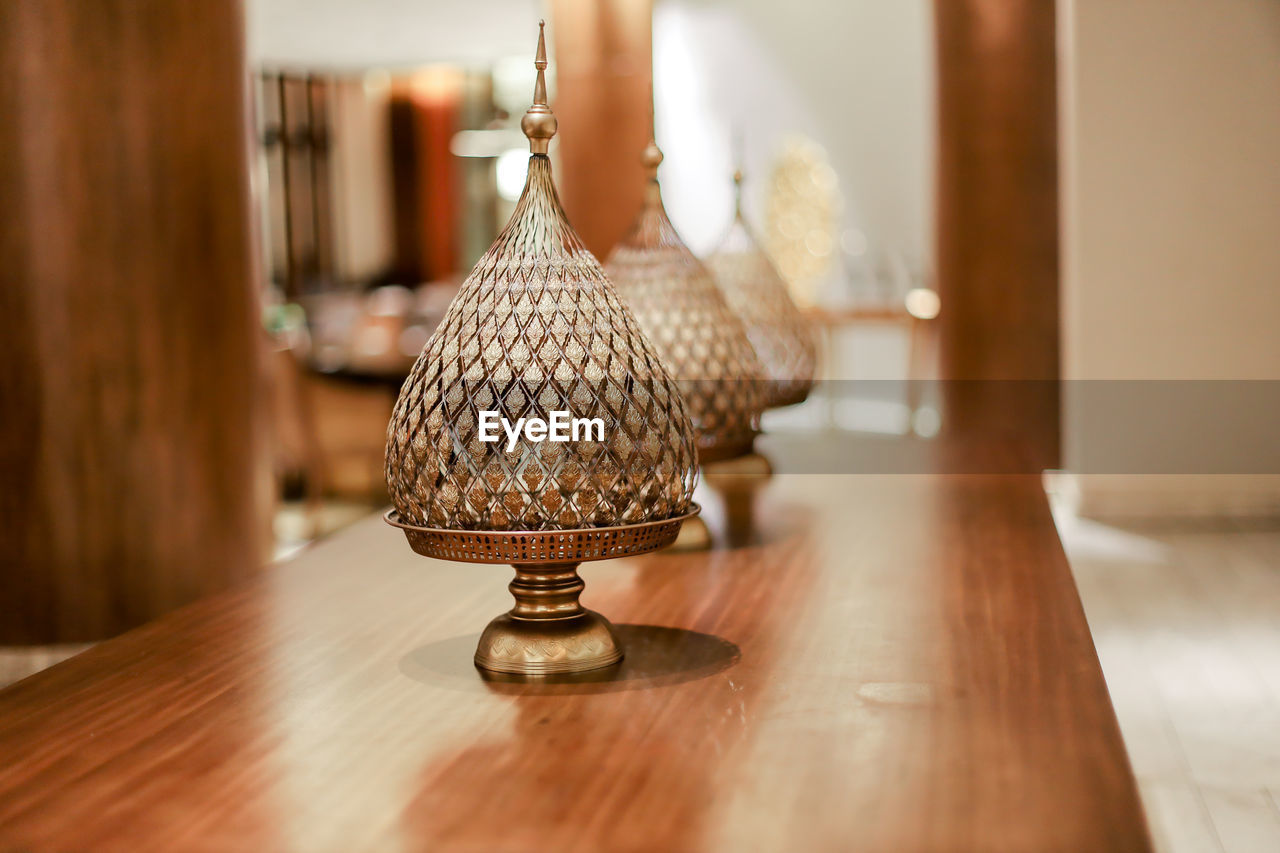 CLOSE-UP OF ELECTRIC LAMP ON WOODEN TABLE