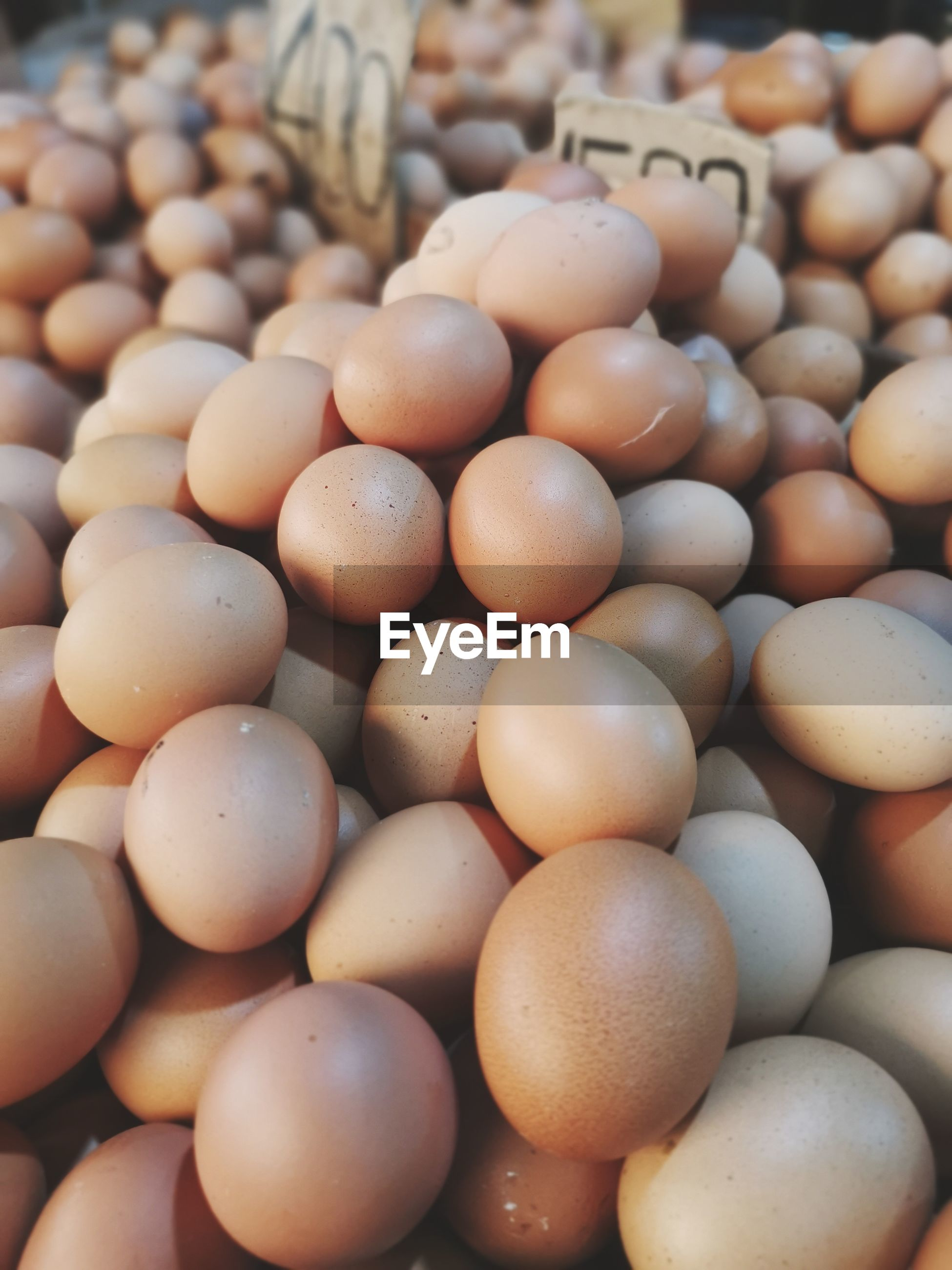 FULL FRAME SHOT OF EGGS IN MARKET