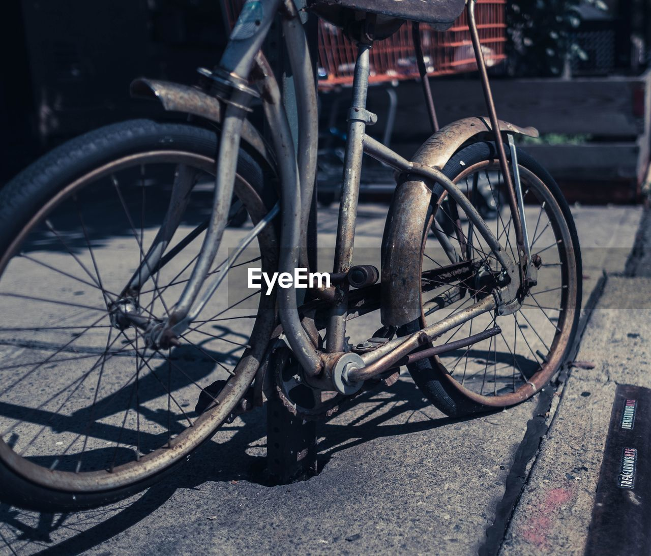 bicycle, transportation, mode of transport, land vehicle, stationary, wheel, outdoors, day, spoke, bicycle rack, no people