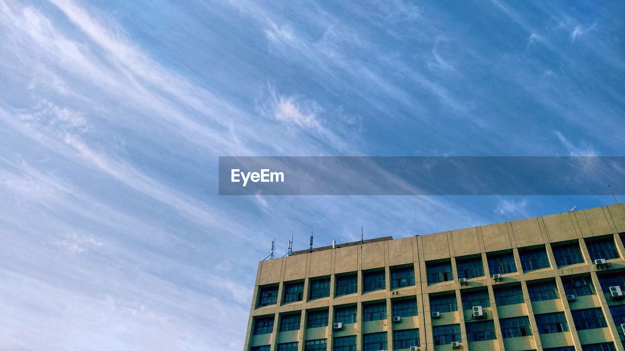 sky, architecture, built structure, cloud - sky, building exterior, low angle view, building, no people, nature, window, day, city, outdoors, blue, office, sunlight, office building exterior, modern, industry, glass - material, height