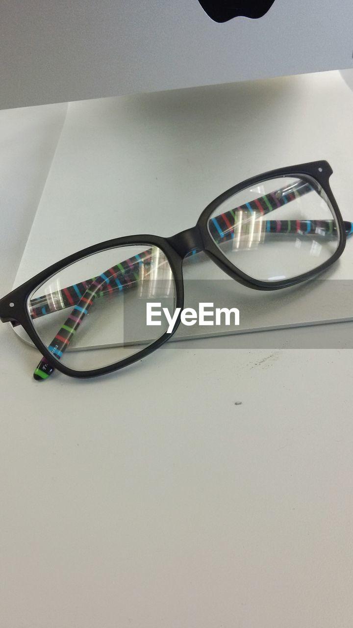 sunglasses, vision, eyeglasses, reflection, eyewear, eyesight, still life, table, no people, glasses, healthcare and medicine, indoors, eye test equipment, close-up, optometrist, day
