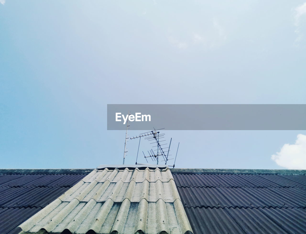 sky, roof, technology, architecture, nature, cloud - sky, built structure, day, building exterior, antenna - aerial, fuel and power generation, no people, outdoors, roof tile, building, television aerial, low angle view, blue, sunlight, alternative energy, electricity, power supply, sustainable resources