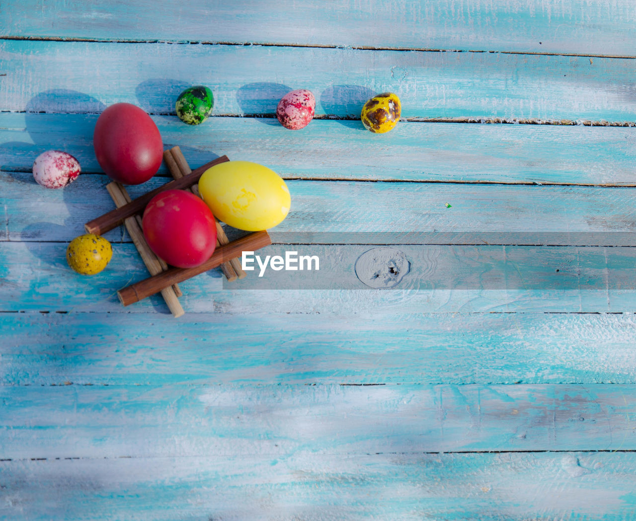 wood - material, still life, food, indoors, table, food and drink, directly above, freshness, fruit, multi colored, wellbeing, healthy eating, no people, blue, tomato, vegetable, red, high angle view, close-up, choice, ripe