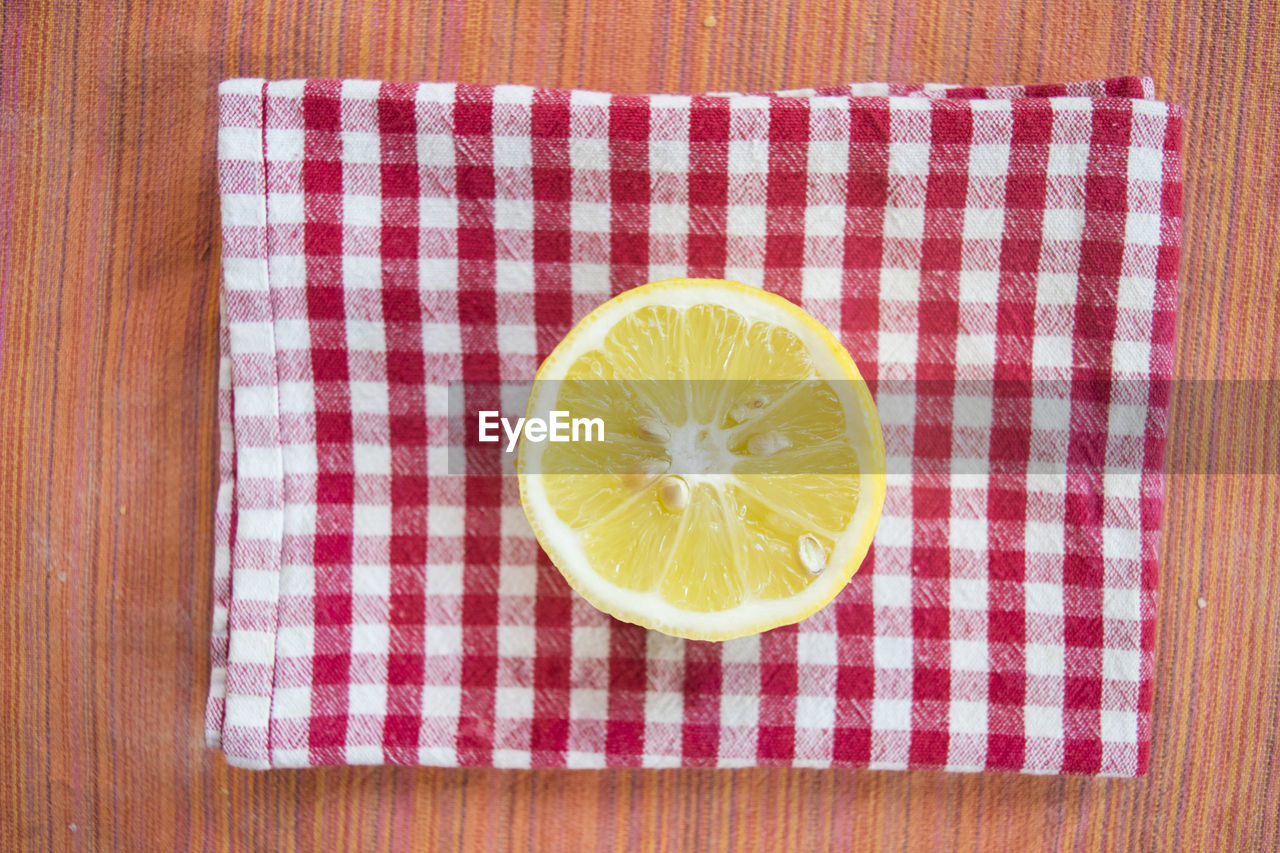 food and drink, food, still life, fruit, freshness, healthy eating, indoors, slice, citrus fruit, no people, directly above, table, yellow, close-up, high angle view, lemon, wellbeing, wood - material, tablecloth, pattern