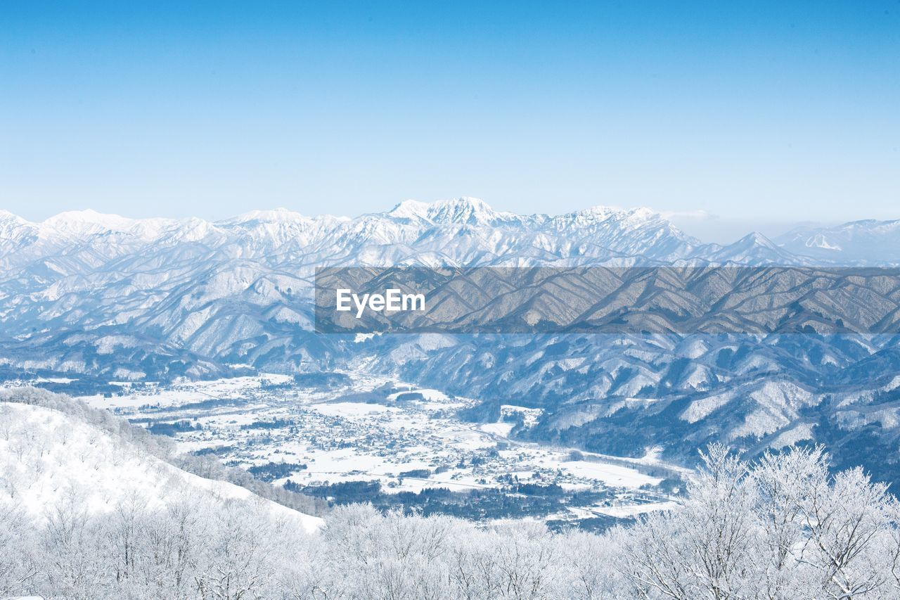 cold temperature, winter, mountain, beauty in nature, snow, sky, scenics - nature, environment, nature, landscape, no people, snowcapped mountain, mountain range, tranquility, day, clear sky, tranquil scene, non-urban scene, copy space, outdoors, range, mountain peak