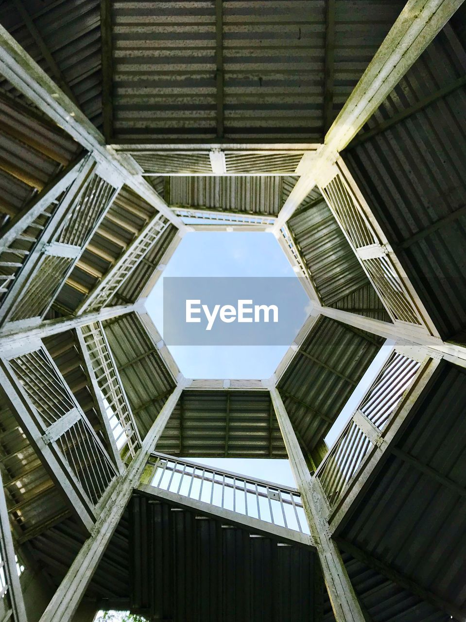 built structure, architecture, low angle view, pattern, geometric shape, directly below, no people, sky, day, shape, design, full frame, building, outdoors, ceiling, nature, modern, sunlight, skylight