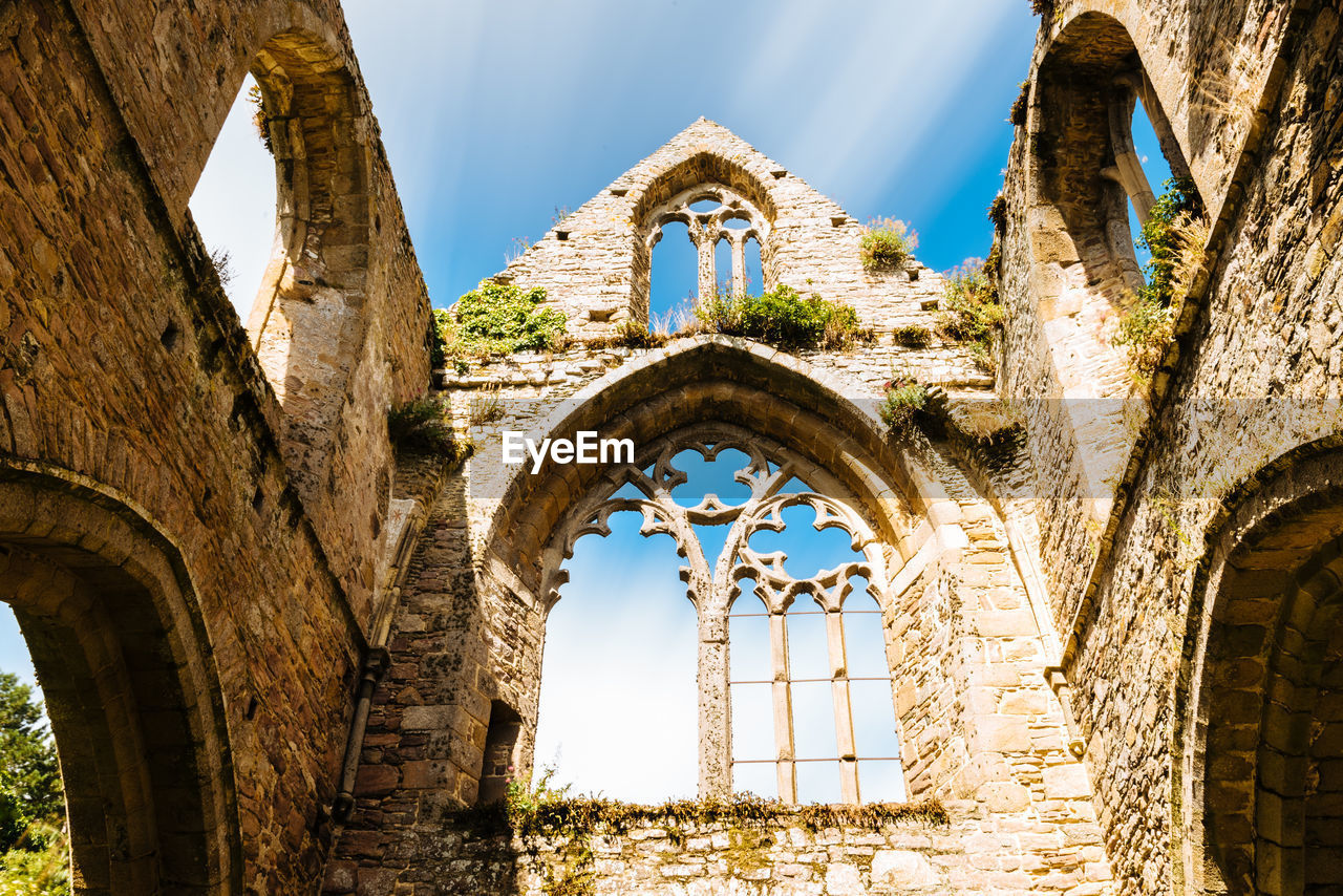 architecture, built structure, arch, history, the past, old, sky, day, building exterior, old ruin, ancient, nature, building, no people, low angle view, window, wall, abandoned, ruined, travel destinations, outdoors, ancient civilization, stone wall, deterioration, archaeology
