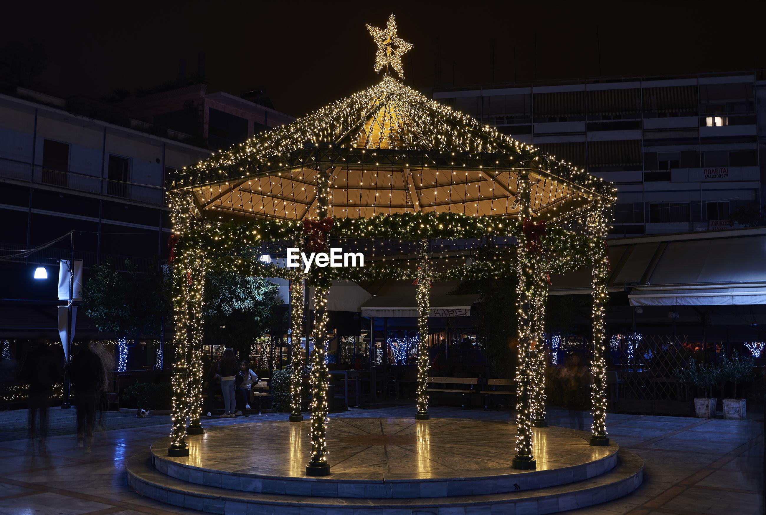 ILLUMINATED CHRISTMAS LIGHTS ON BUILDING