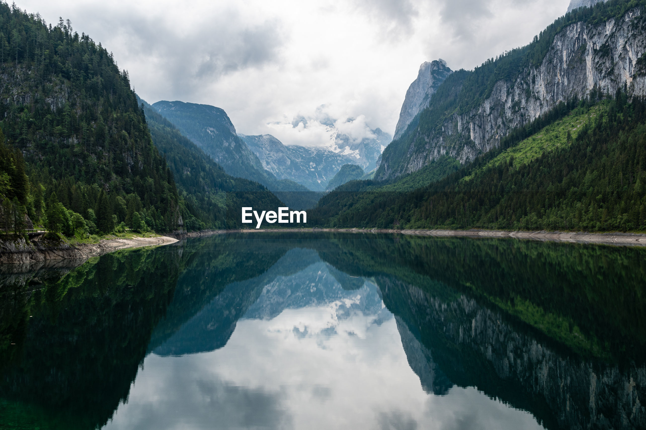 SCENIC VIEW OF MOUNTAINS BY LAKE AGAINST SKY