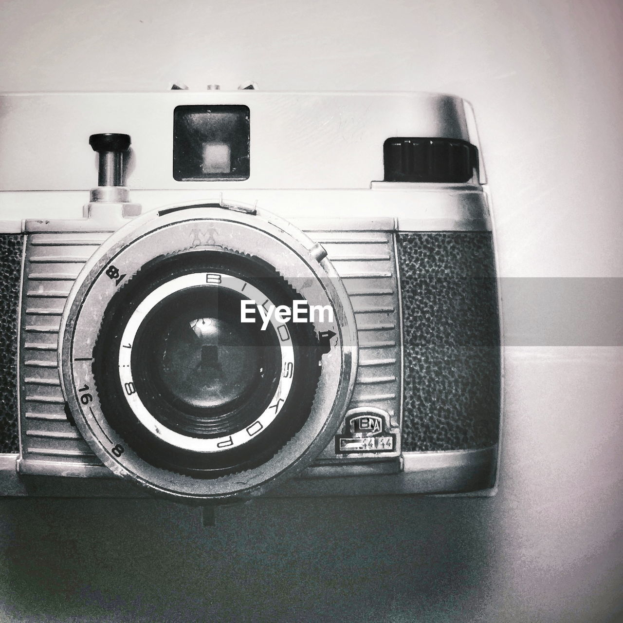 technology, retro styled, old-fashioned, no people, close-up, indoors, camera - photographic equipment, photography themes, day