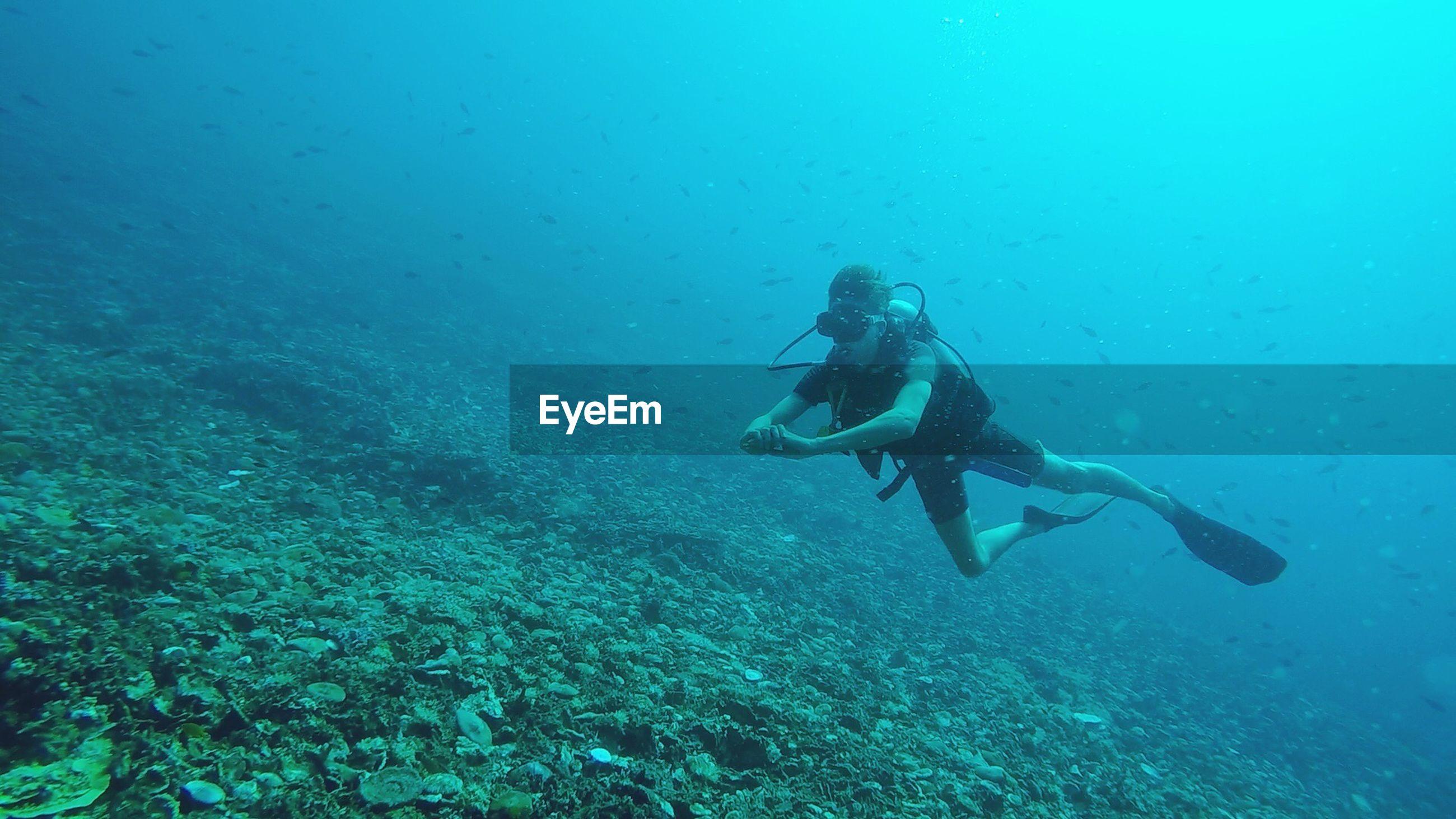 Man scuba diving undersea