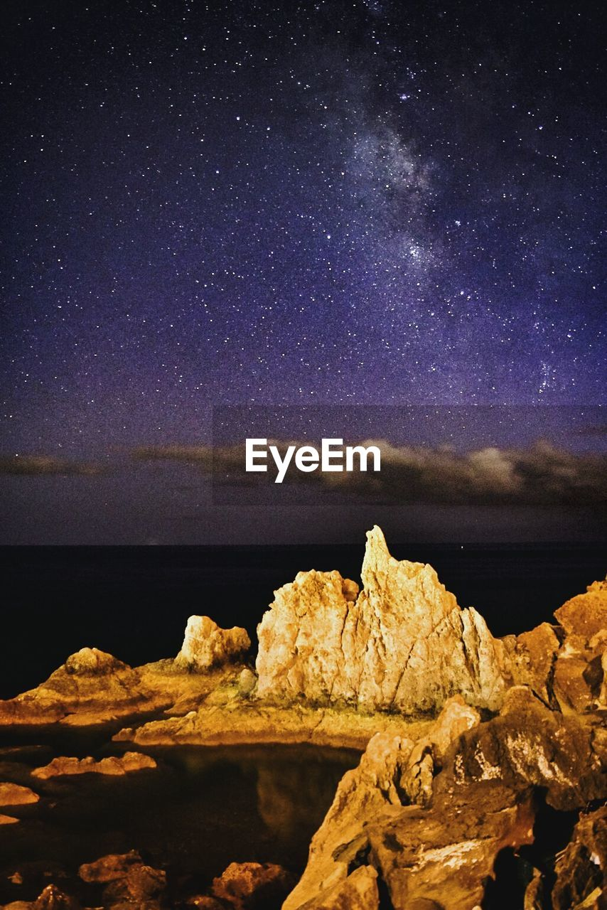 rock - object, scenics, sea, tranquil scene, nature, beauty in nature, rock formation, star - space, tranquility, night, sky, astronomy, horizon over water, star field, no people, outdoors, water, constellation, physical geography, galaxy, mountain, starry, milky way