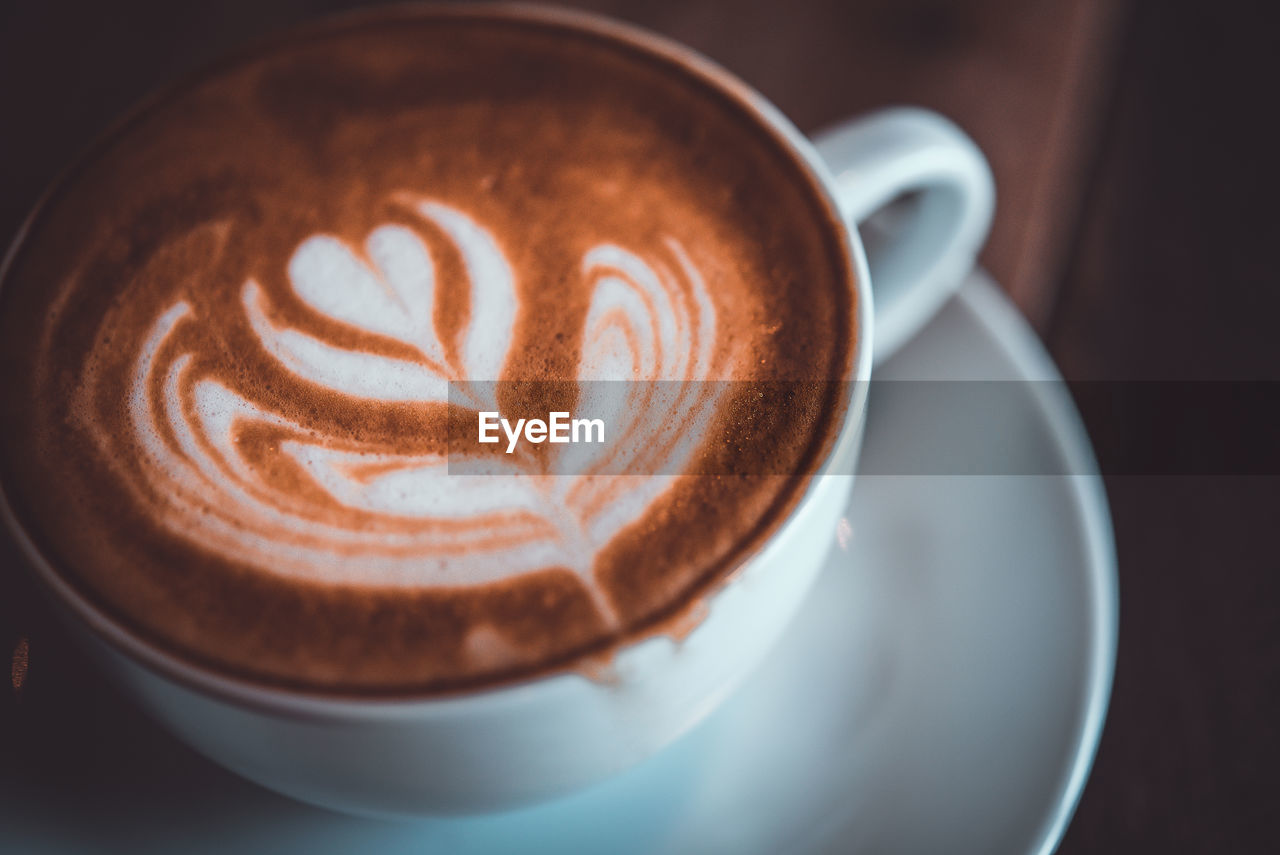 coffee, food and drink, drink, coffee - drink, coffee cup, cup, refreshment, mug, frothy drink, still life, hot drink, saucer, cappuccino, crockery, froth art, close-up, indoors, freshness, food, kitchen utensil, no people, latte, non-alcoholic beverage, breakfast, froth