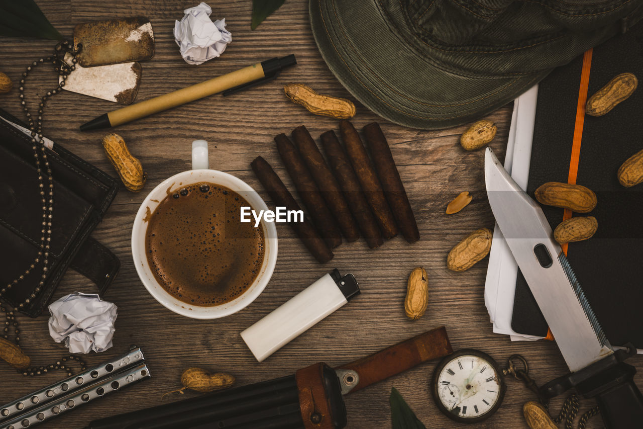 HIGH ANGLE VIEW OF COFFEE AND CUPS ON WOODEN TABLE
