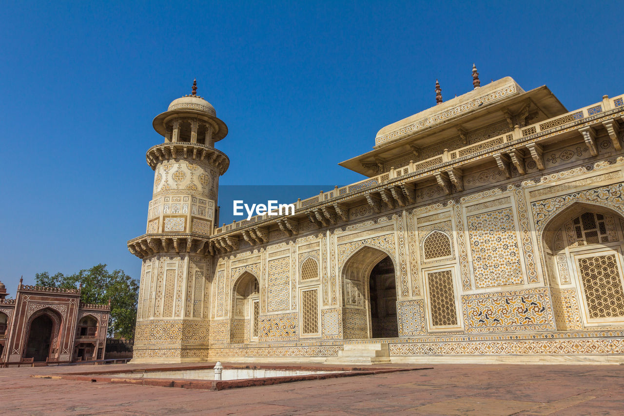 architecture, built structure, building exterior, sky, history, the past, arch, building, travel destinations, travel, religion, clear sky, tourism, belief, place of worship, low angle view, nature, day, spirituality, no people, outdoors, architectural column, courtyard, ancient civilization