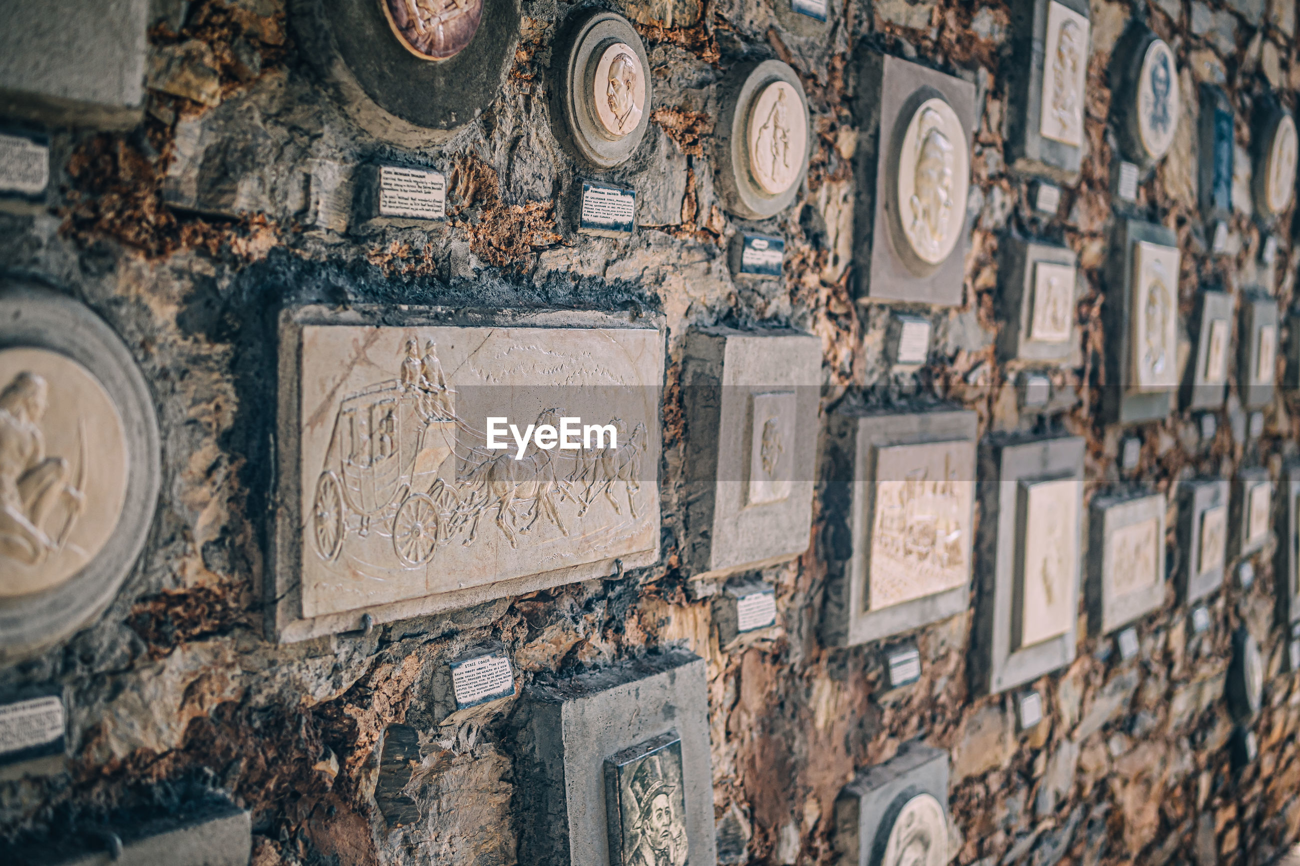FULL FRAME SHOT OF PATTERNED WALL WITH TEXT
