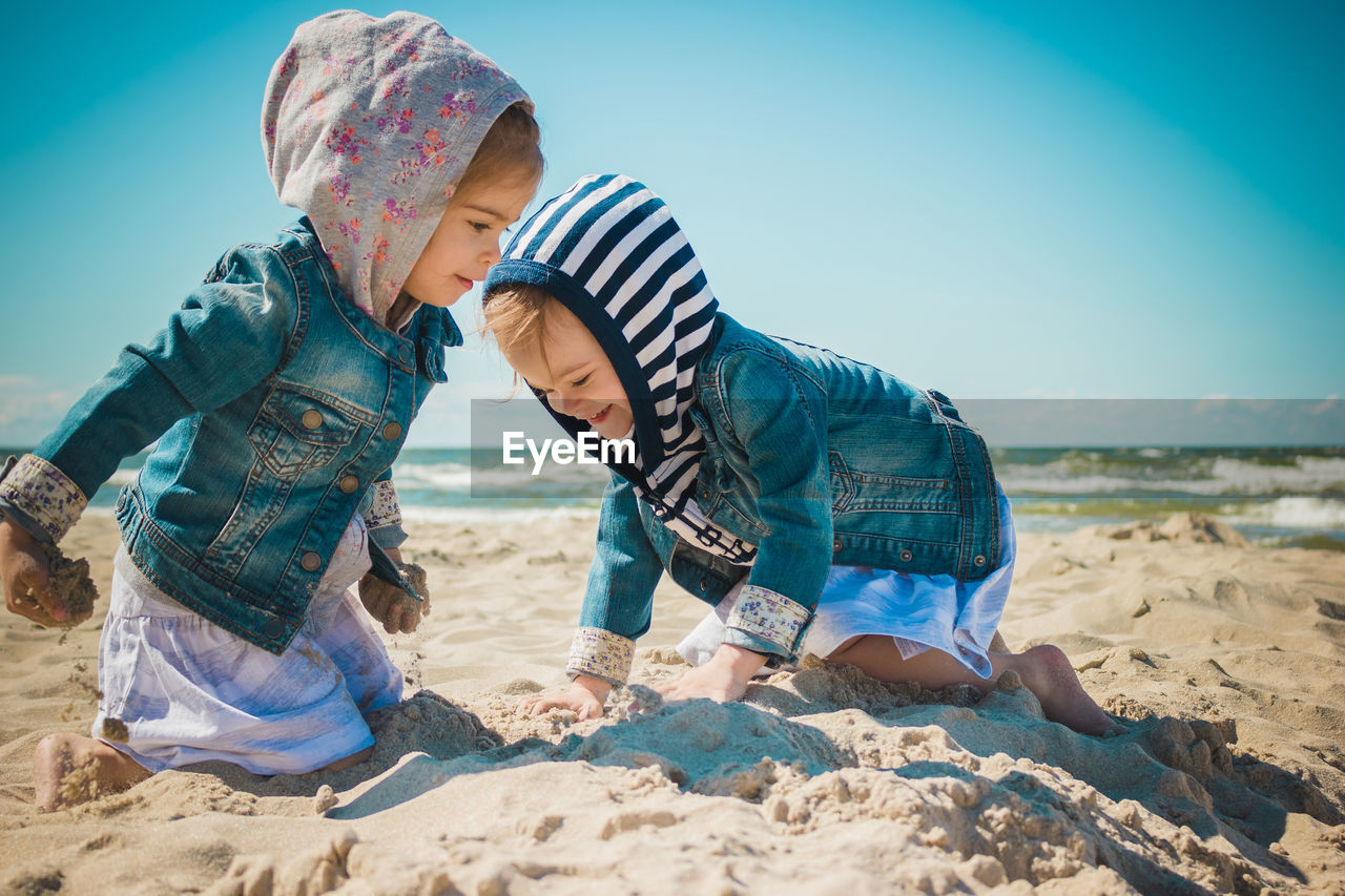 land, sand, child, beach, childhood, sky, real people, males, nature, leisure activity, men, lifestyles, boys, water, people, sea, day, casual clothing, innocence, outdoors