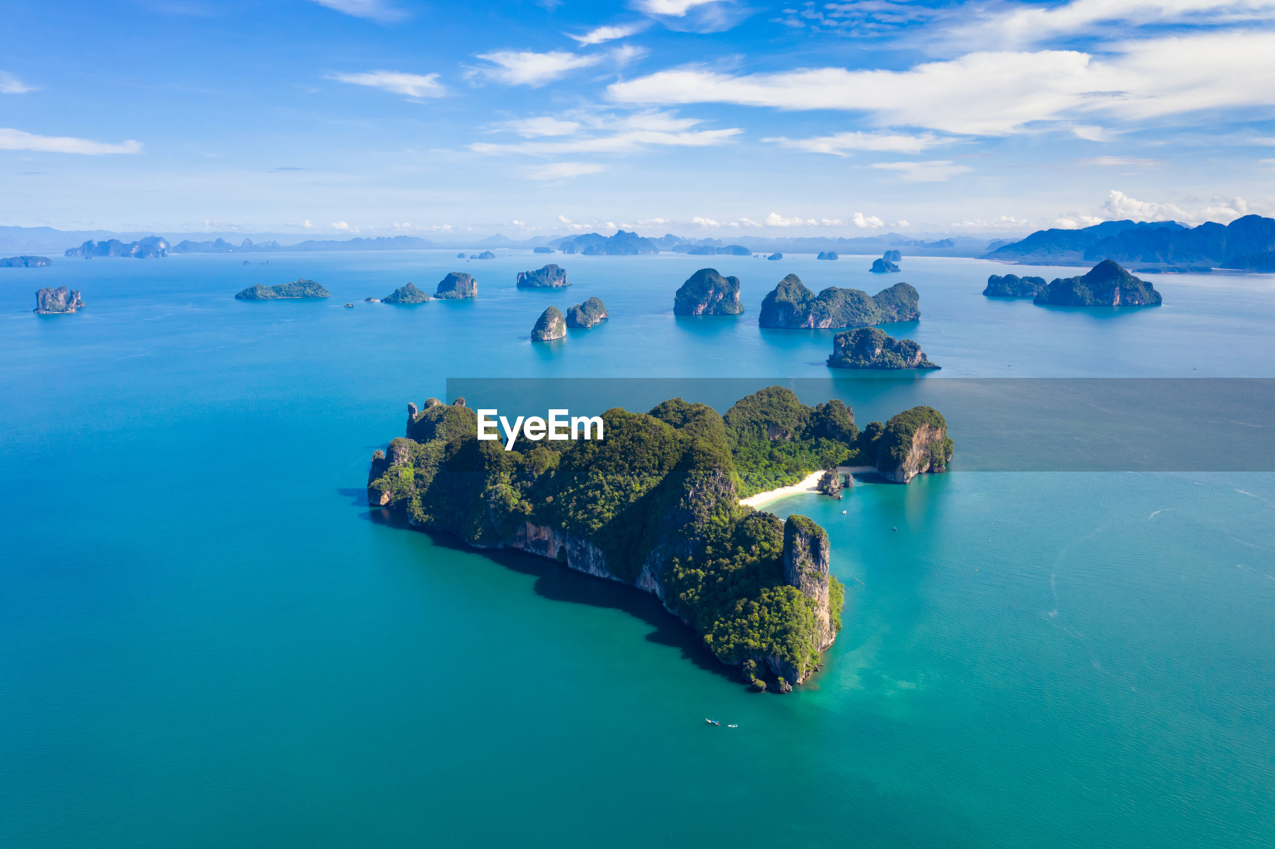 Nature seascape island and mountain green forest and beautiful sand beach at ao nang rairay