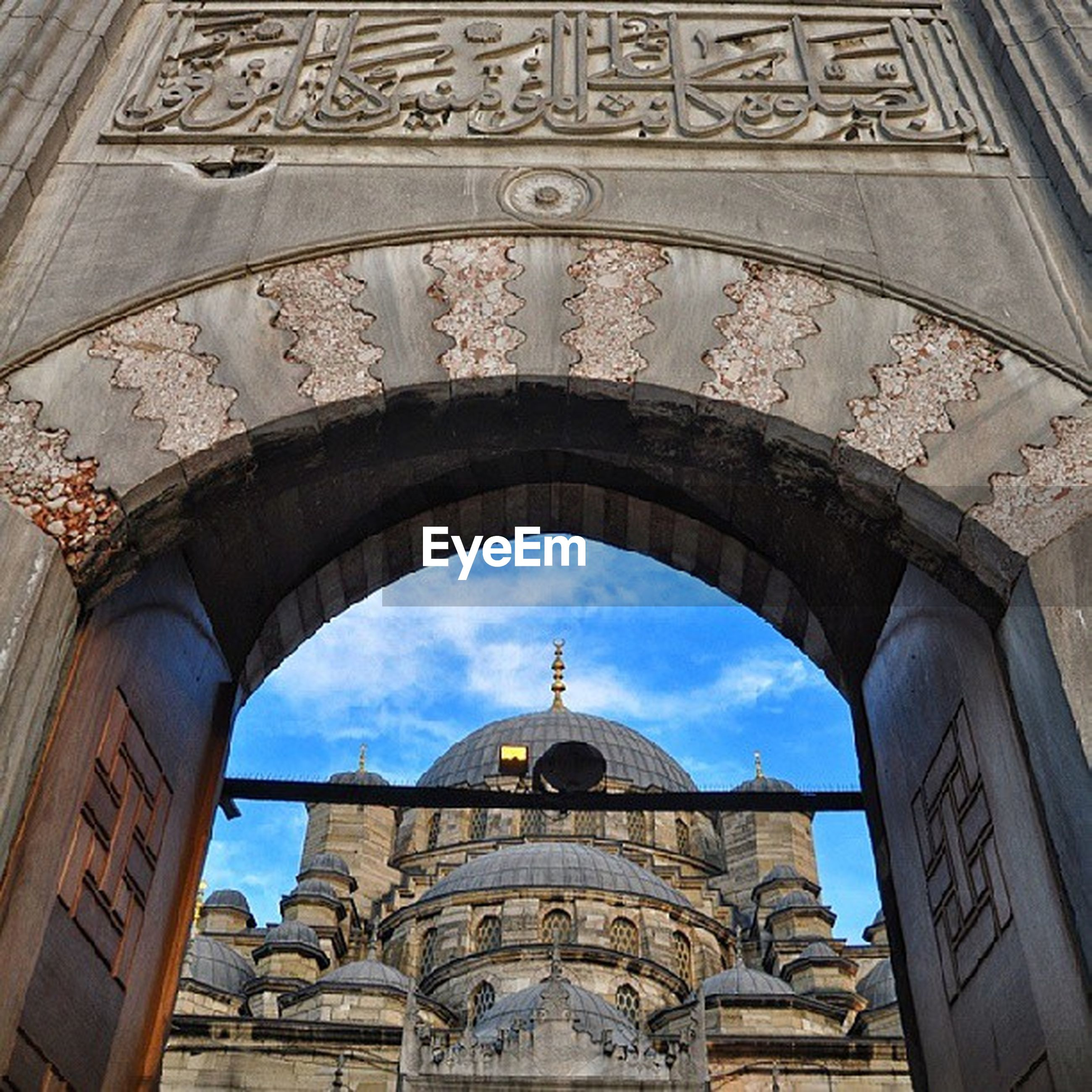 architecture, built structure, building exterior, arch, famous place, low angle view, travel destinations, tourism, history, capital cities, international landmark, dome, travel, cathedral, sky, church, city, place of worship, religion