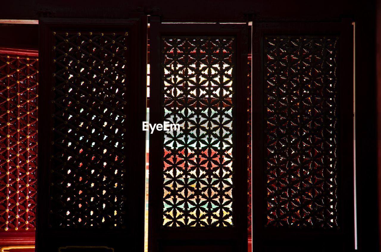 wine, wine bottle, wine cellar, no people, bottle, wine rack, pattern, indoors, backgrounds, day, close-up