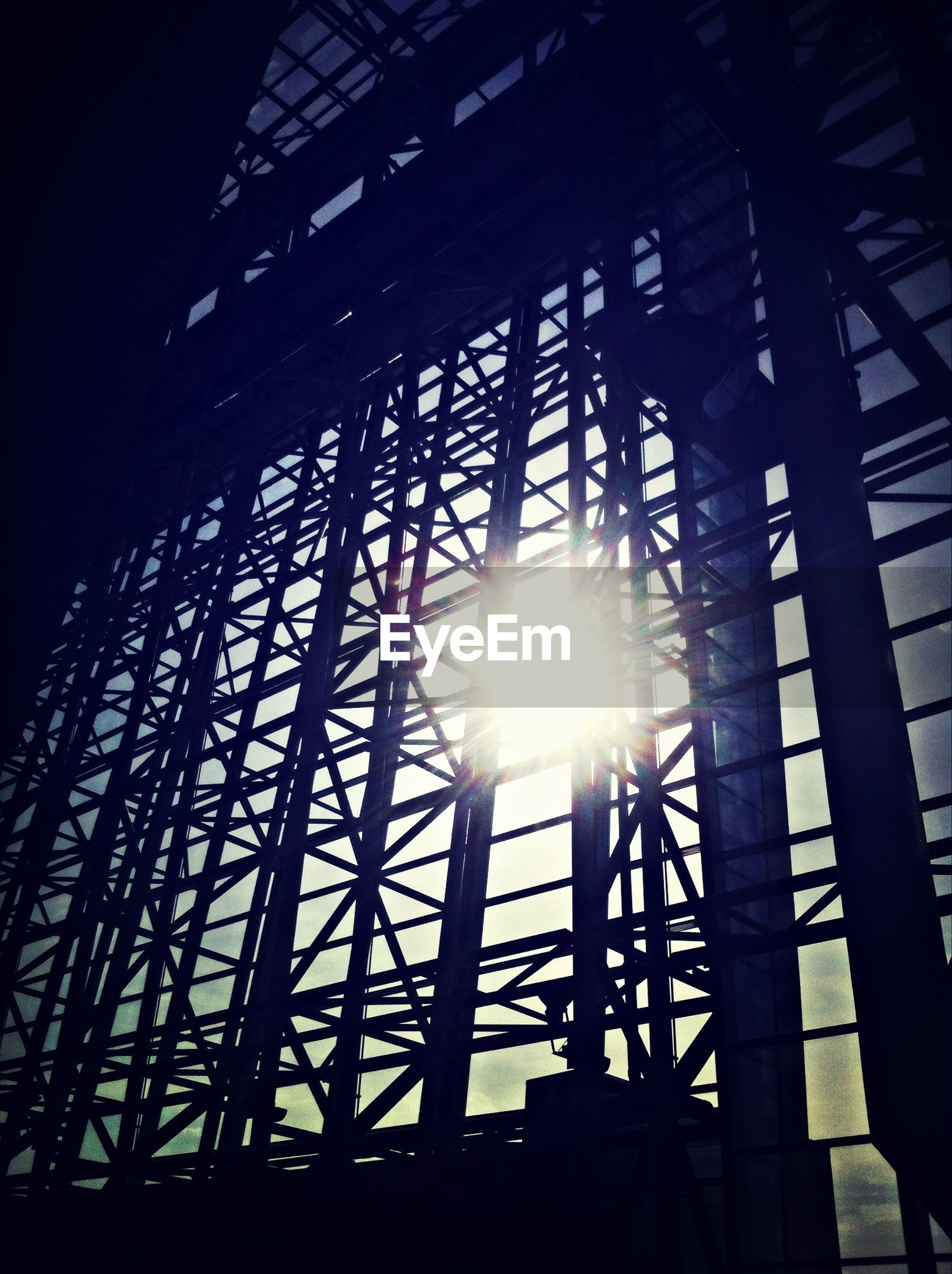sun, low angle view, sunbeam, sunlight, lens flare, silhouette, built structure, architecture, sunset, sky, metal, back lit, bright, no people, outdoors, pattern, grid, sunny, streaming