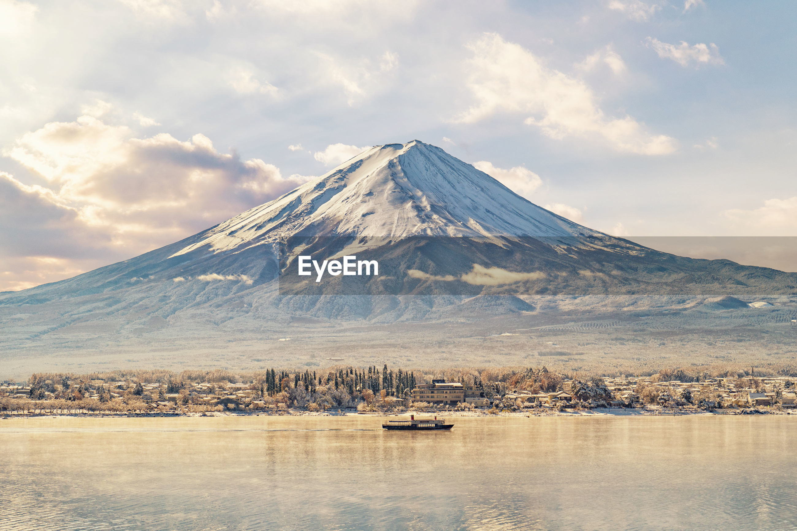 Scenic view of lake and mount fuji against sky